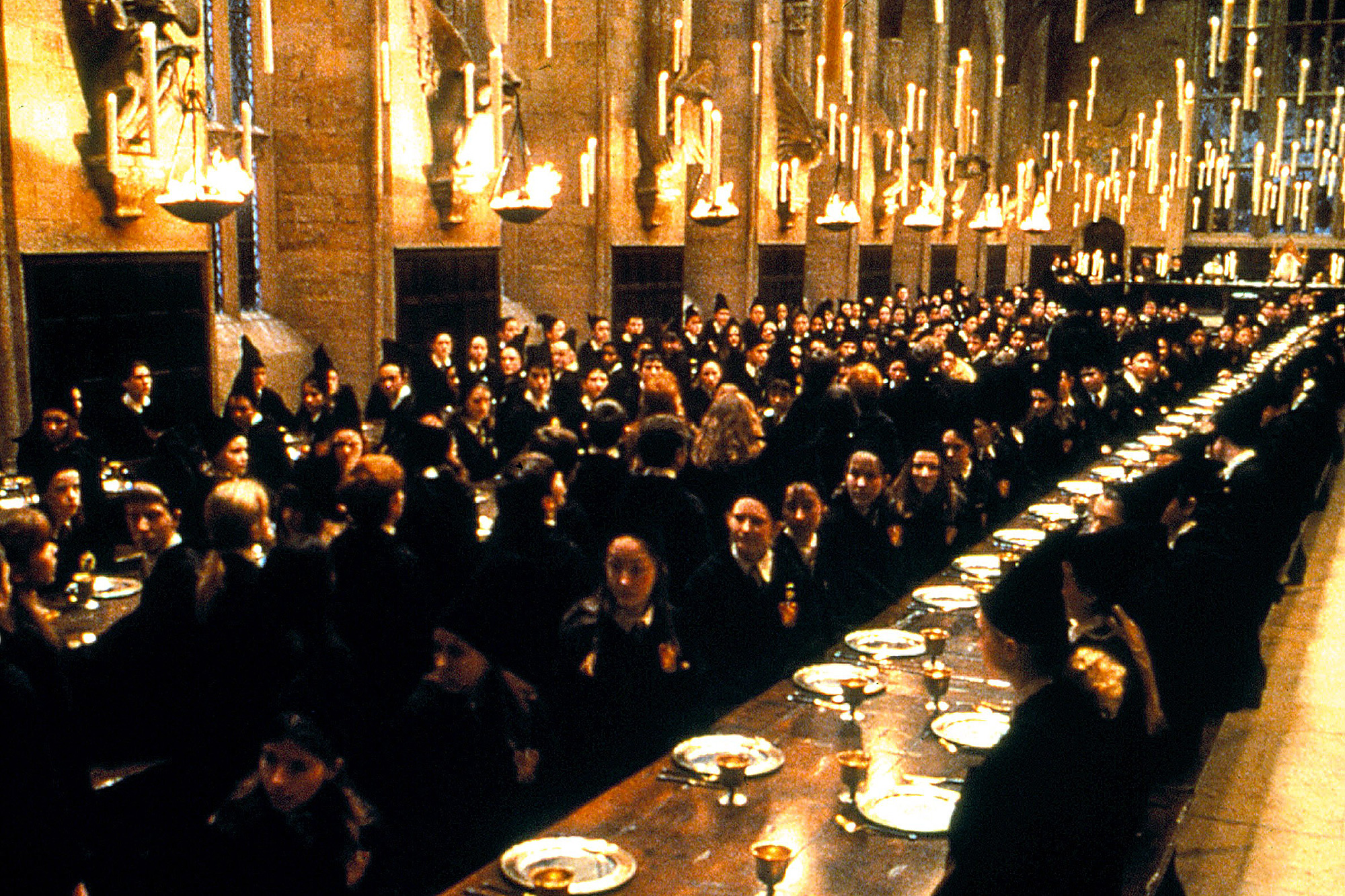 HARRY POTTER AND THE SORCERER'S STONE, Hogwart's main hall during welcome ceremony, 2001