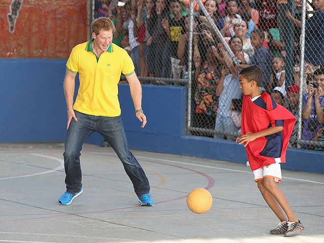 WHEN PRINCE HARRY PLAYED BALL WITH THIS BOY