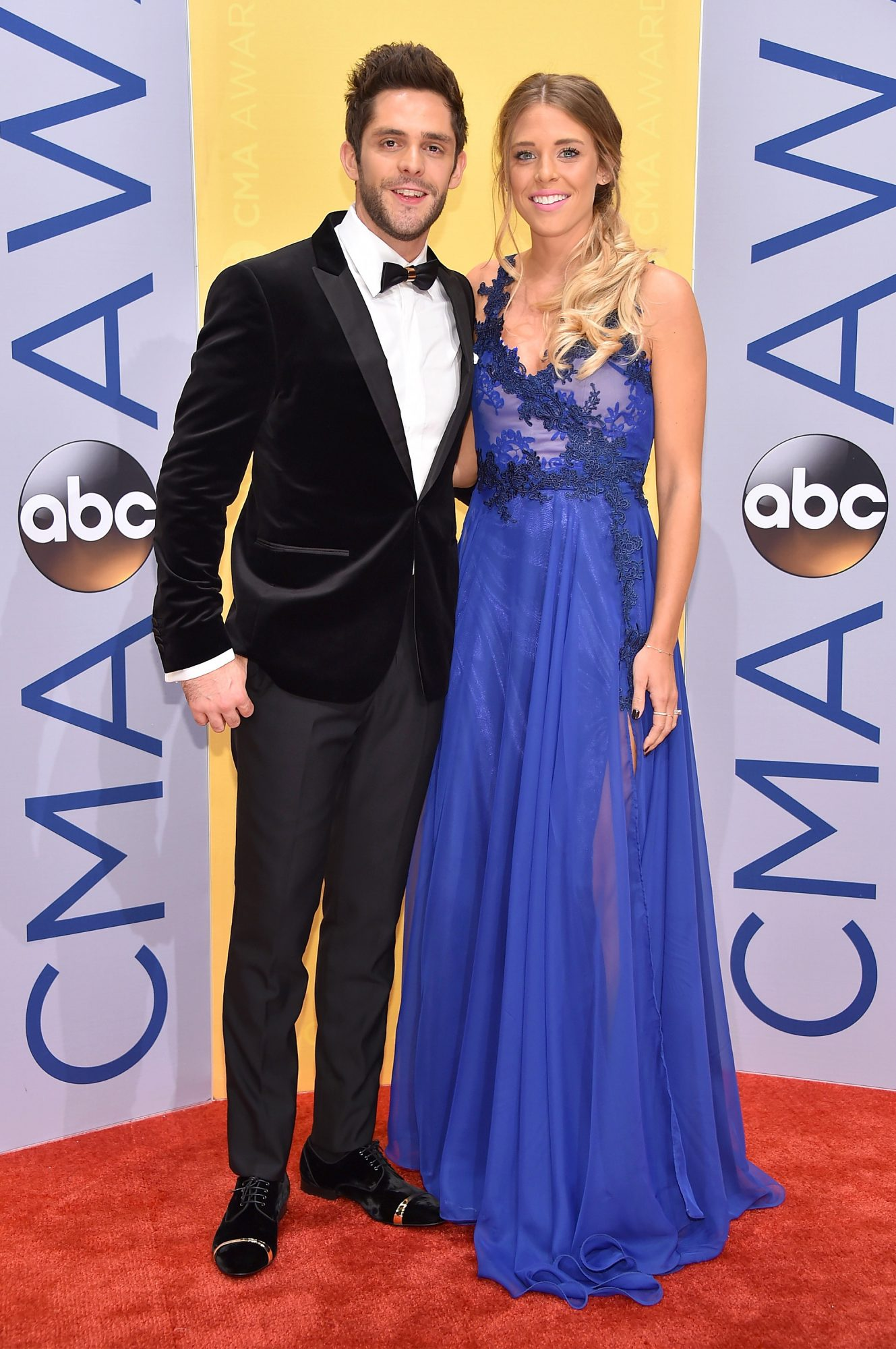NASHVILLE, TN - NOVEMBER 02: Singer-songwriter Thomas Rhett (L) and Lauren Gregory attend the 50th annual CMA Awards at the Bridgestone Arena on November 2, 2016 in Nashville, Tennessee. (Photo by Michael Loccisano/Getty Images)