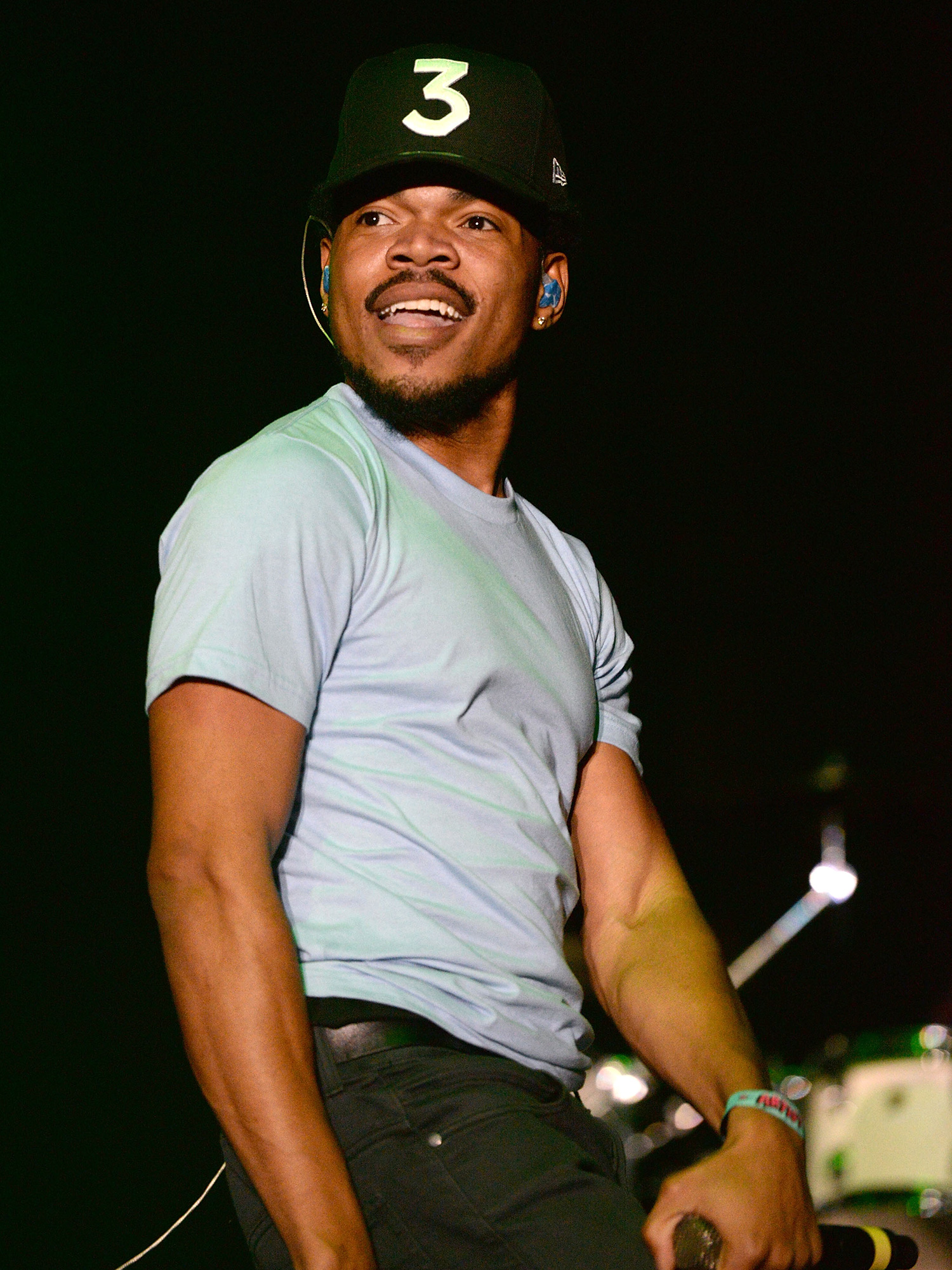 LOS ANGELES, CA - NOVEMBER 12: Musician Chance the Rapper performs onstage during the 5th annual Camp Flog Gnaw Festival at Exposition Park on November 12, 2016 in Los Angeles, California. (Photo by Scott Dudelson/WireImage )