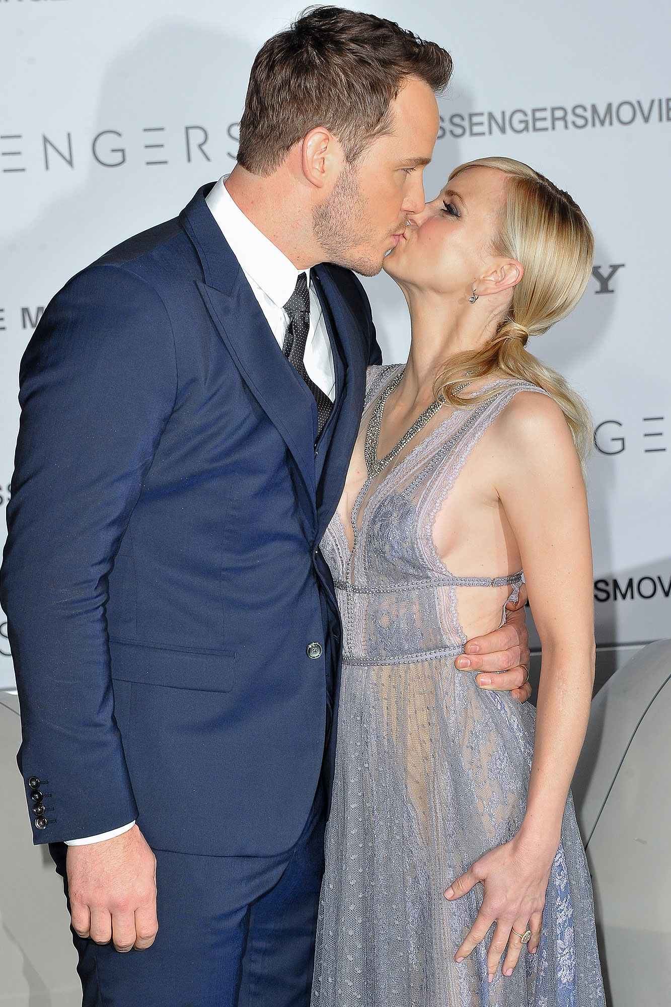 "Chris Pratt (L) and actress Anna Faris arrive at the Premiere of Columbia Pictures' ""Passengers"" at Regency Village Theatre on December 14, 2016 in Westwood, California."