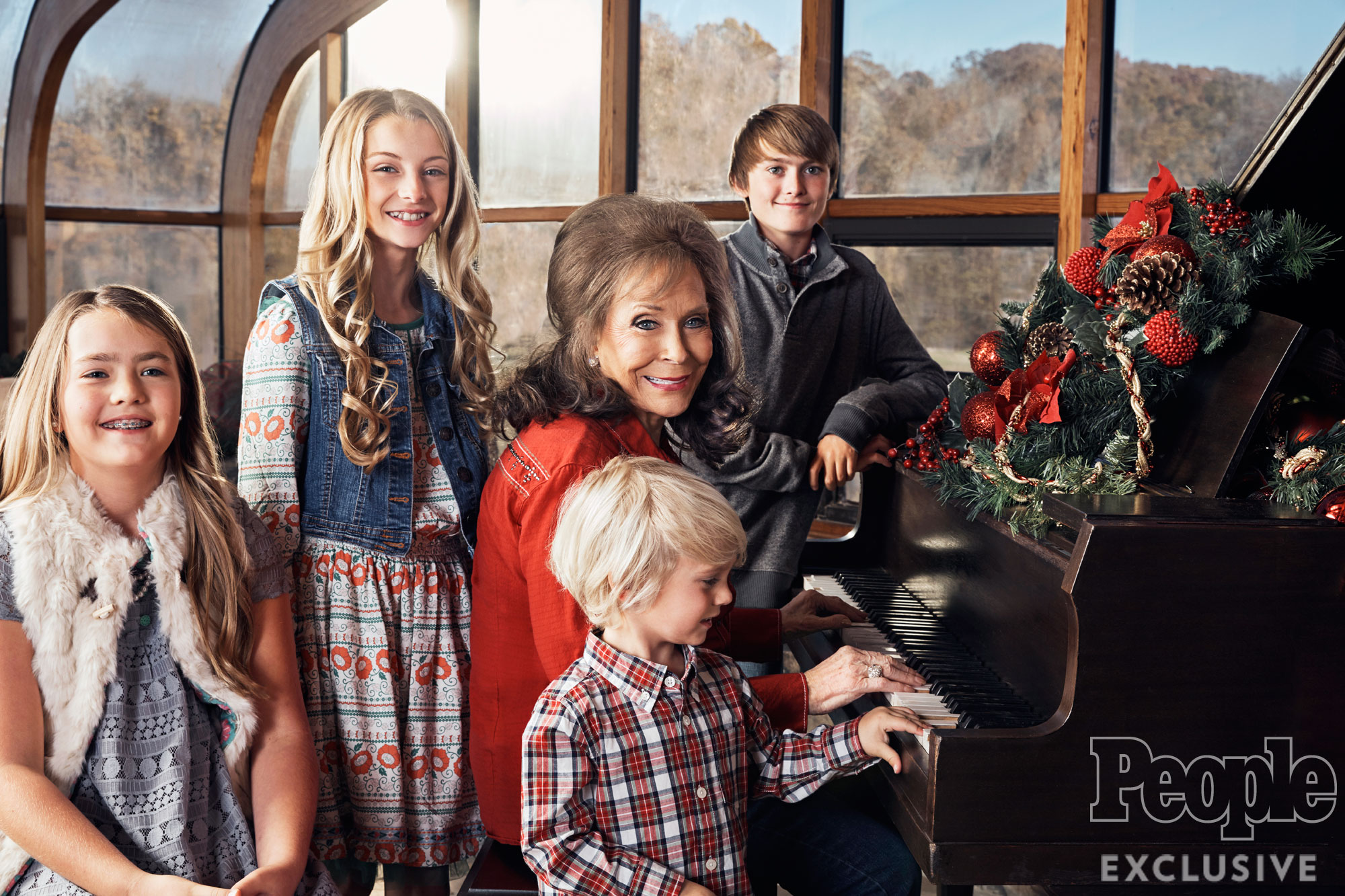 Lorerra Lynn at home with her family from left: Emma Braun, Emily Lynn, Loretta Lynn, Addison Braun and in foreground Baylor Braun Date: 11/16/16 Location: @ home in Hurricane Mills, TN