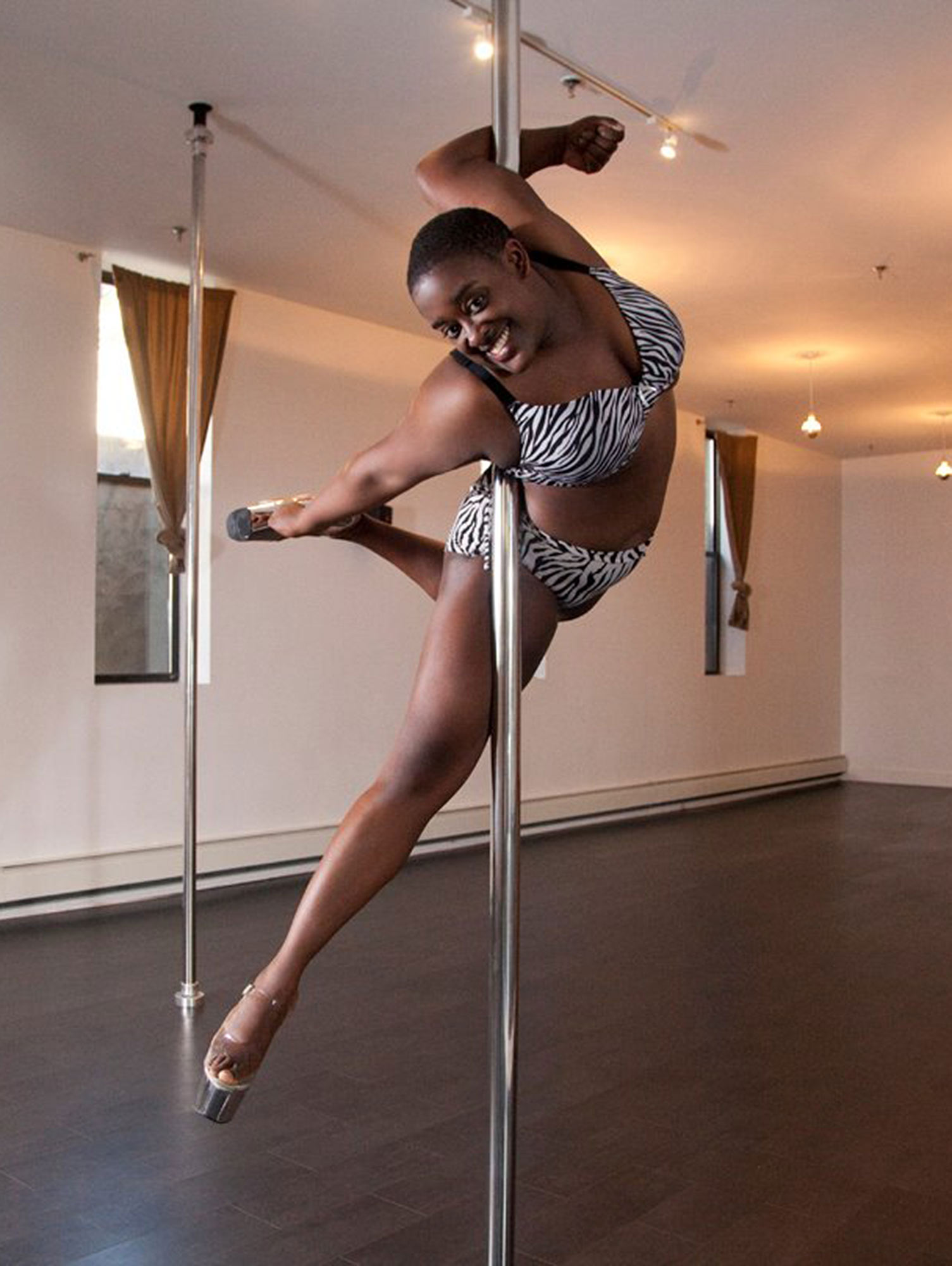 interview with curvy pole dancer Roslyn Mays