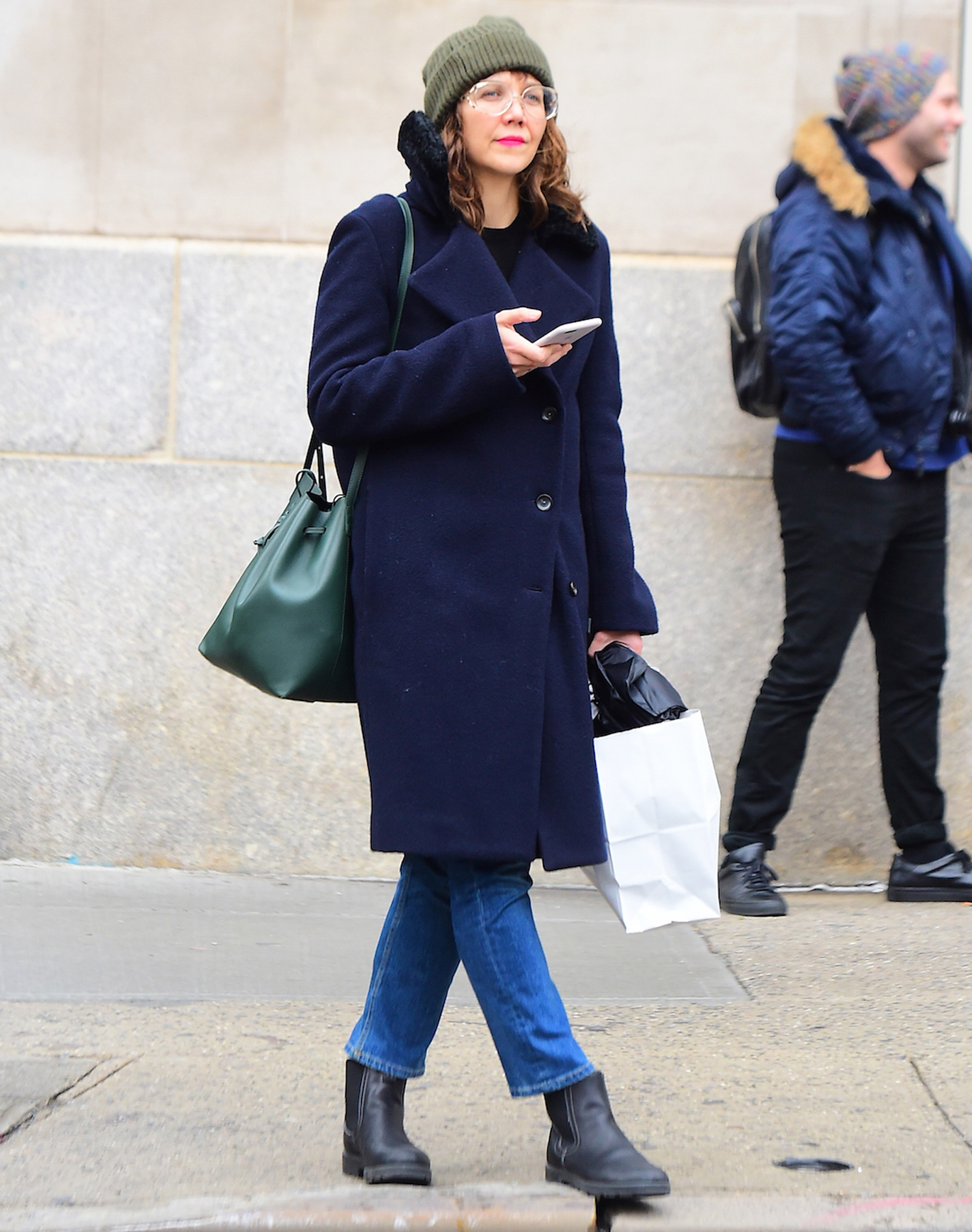 EXCLUSIVE: Maggie Gyllenhaal is a Spectacled Shopper as she Buys Christmas Gifts in Soho