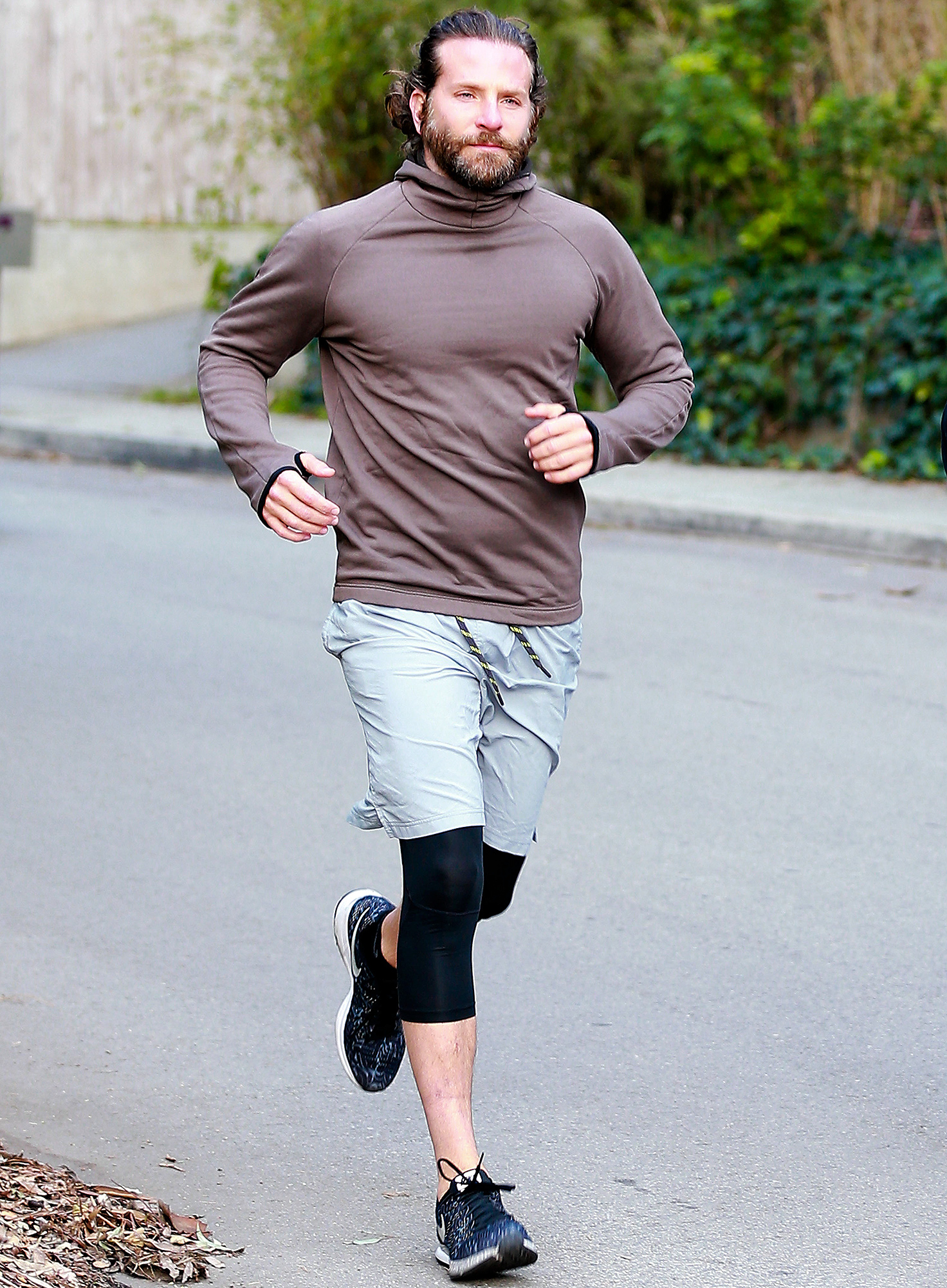 Exclusive... Premium: Bradley Cooper Jogging***NO USE W/O PRIOR AGREEMENT - CALL FOR PRICING***