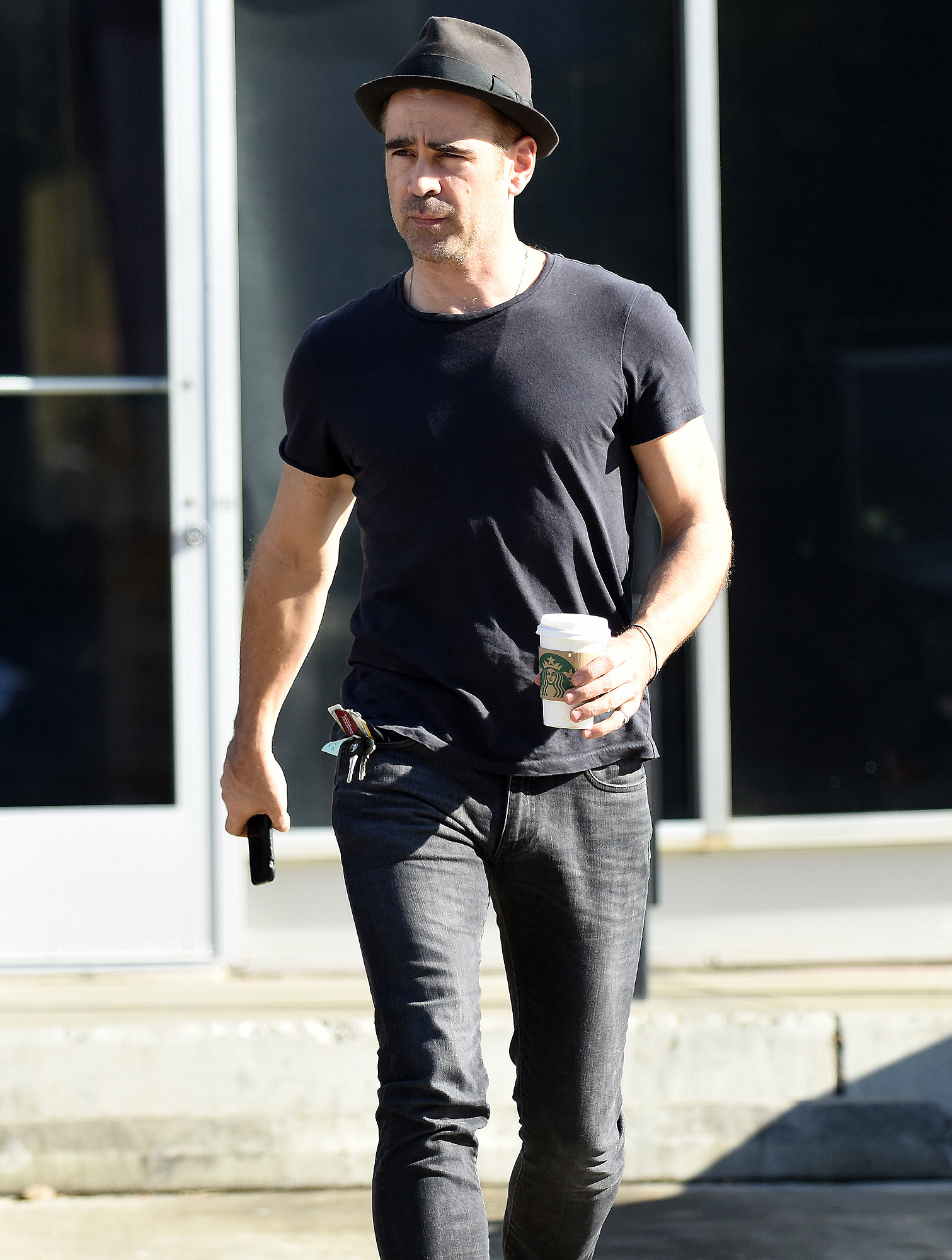 EXCLUSIVE: Colin Farrell gets his pant zipper stuck while shopping in Los Angeles.