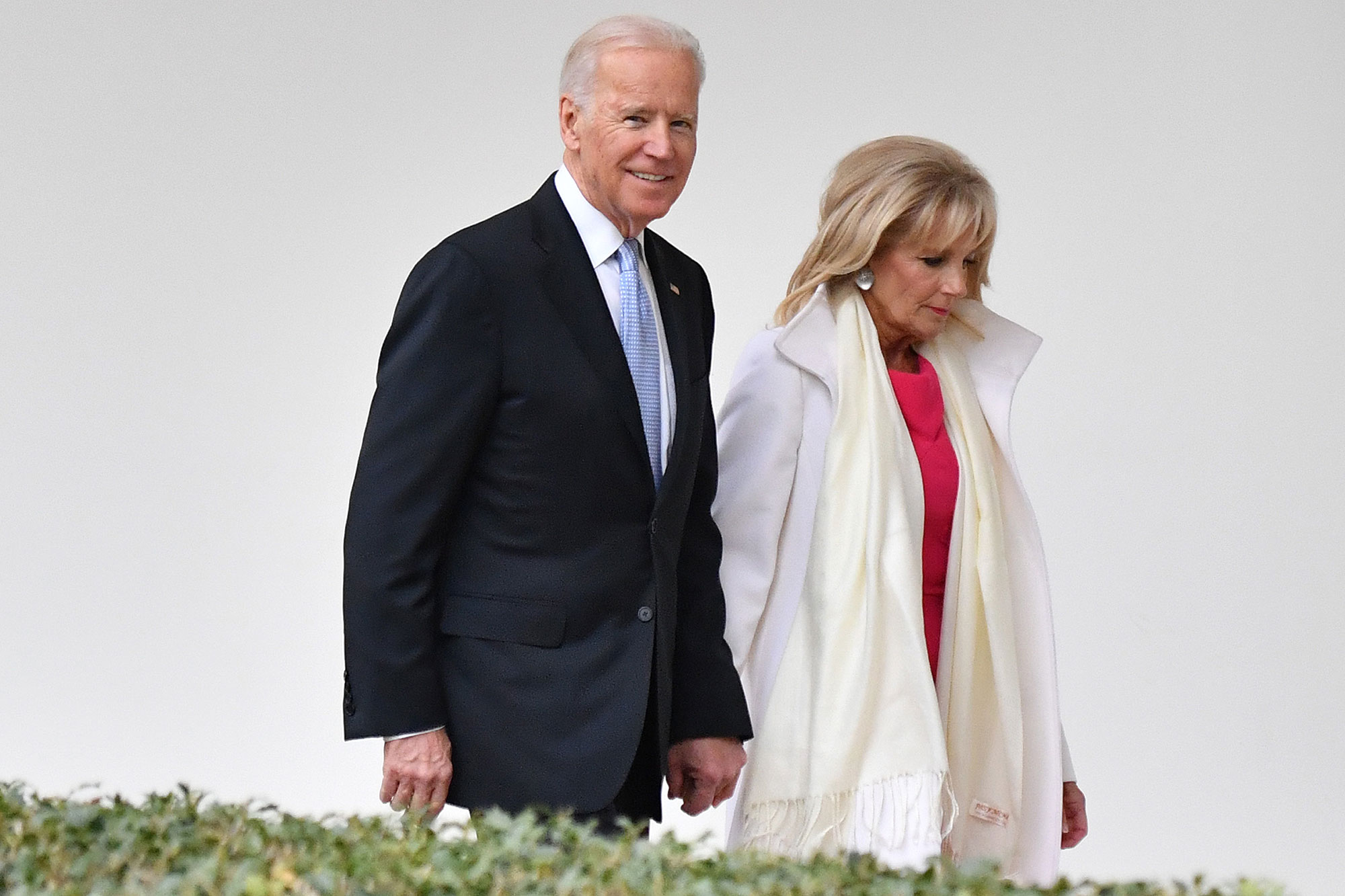 WASHINGTON, DC - JANUARY 20: Vice President Joe Biden and Dr. Jill Biden leaves the White House for the final time as the nation prepares for the inauguration of President-elect Donald Trump on January 20, 2017 in Washington, D.C. Trump becomes the 45th President of the United States. (Photo by Kevin Dietsch-Pool/Getty Images)