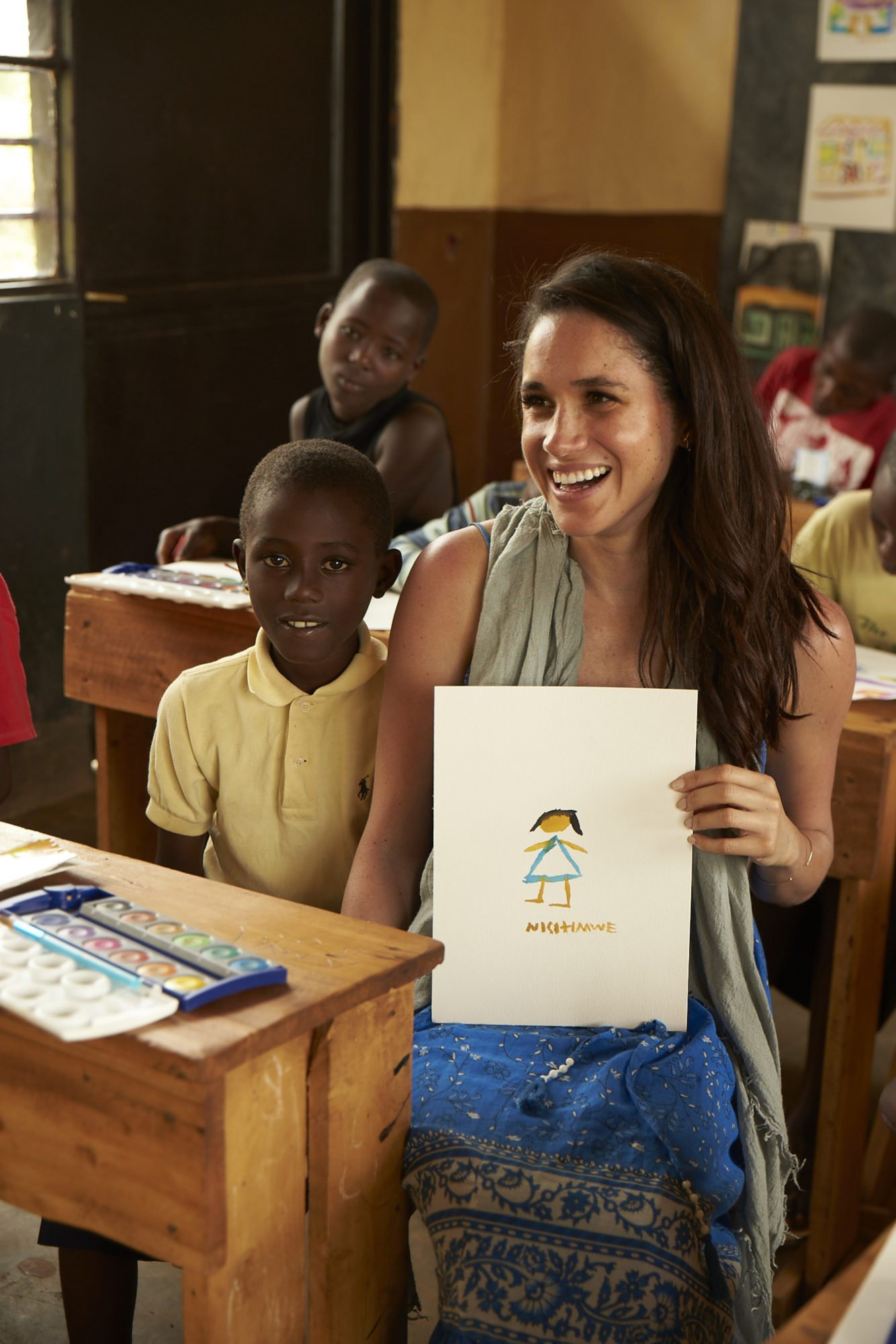 While on a recent trip to Rwanda, actor and World Vision Global Ambassador Meghan Markle taught a group of students to paint with watercolours, using clean water recently provided to their community. This became the basis of The Watercolours Project, which has already raised enough money to provide an entire community with clean water. (Photo credit: Gabor Jurina) (CNW Group/World Vision Canada)