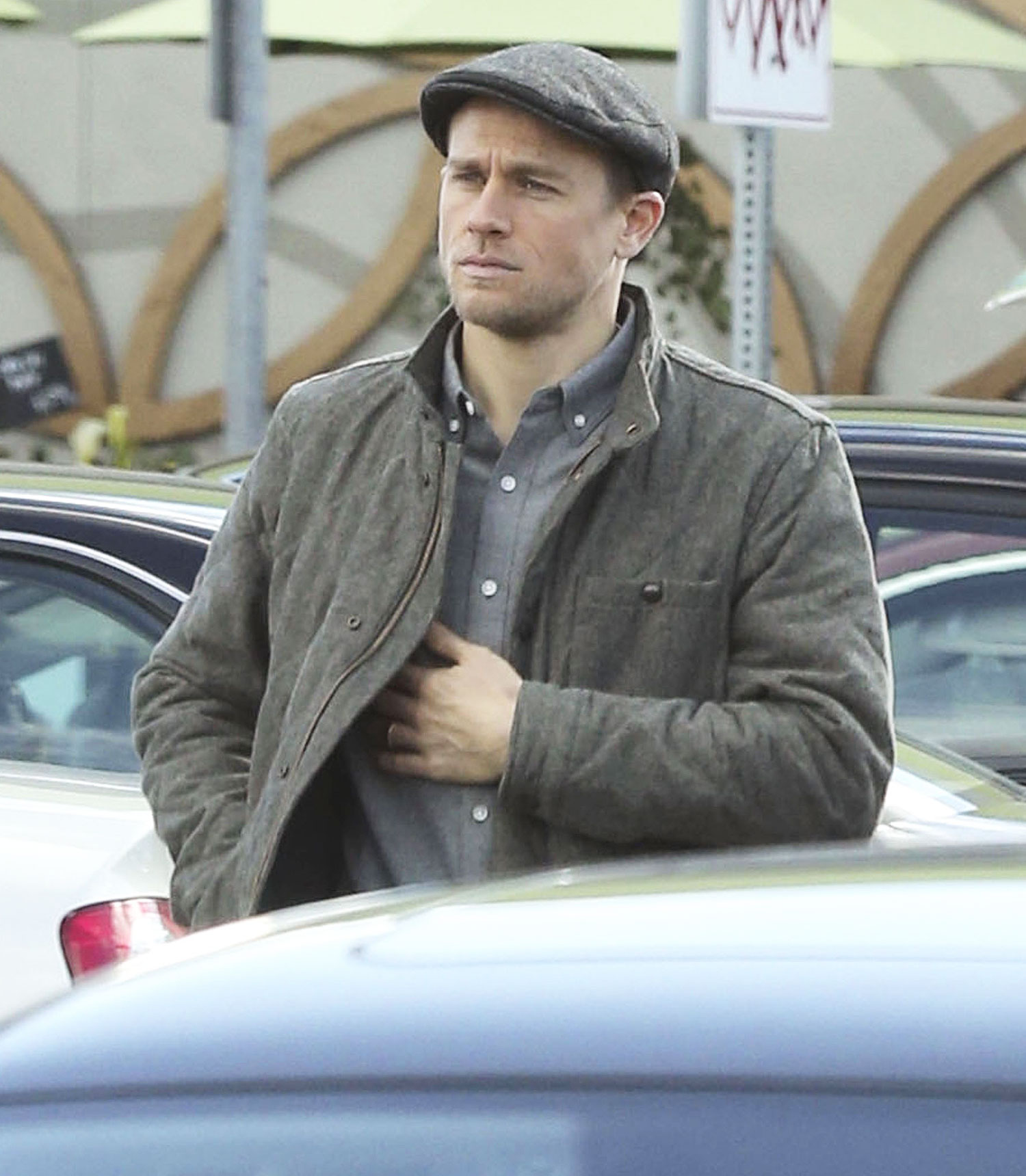 Exclusive... Charlie Hunnam Goes Grocery Shopping With Girlfriend In LA