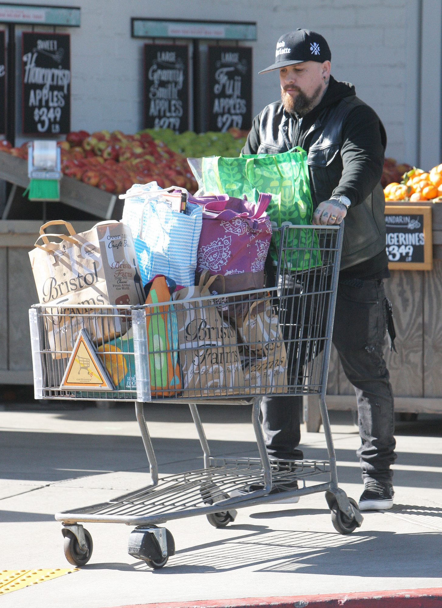 Cameron Diaz and Benji Madden leave Bristol Farms after grocery shopping