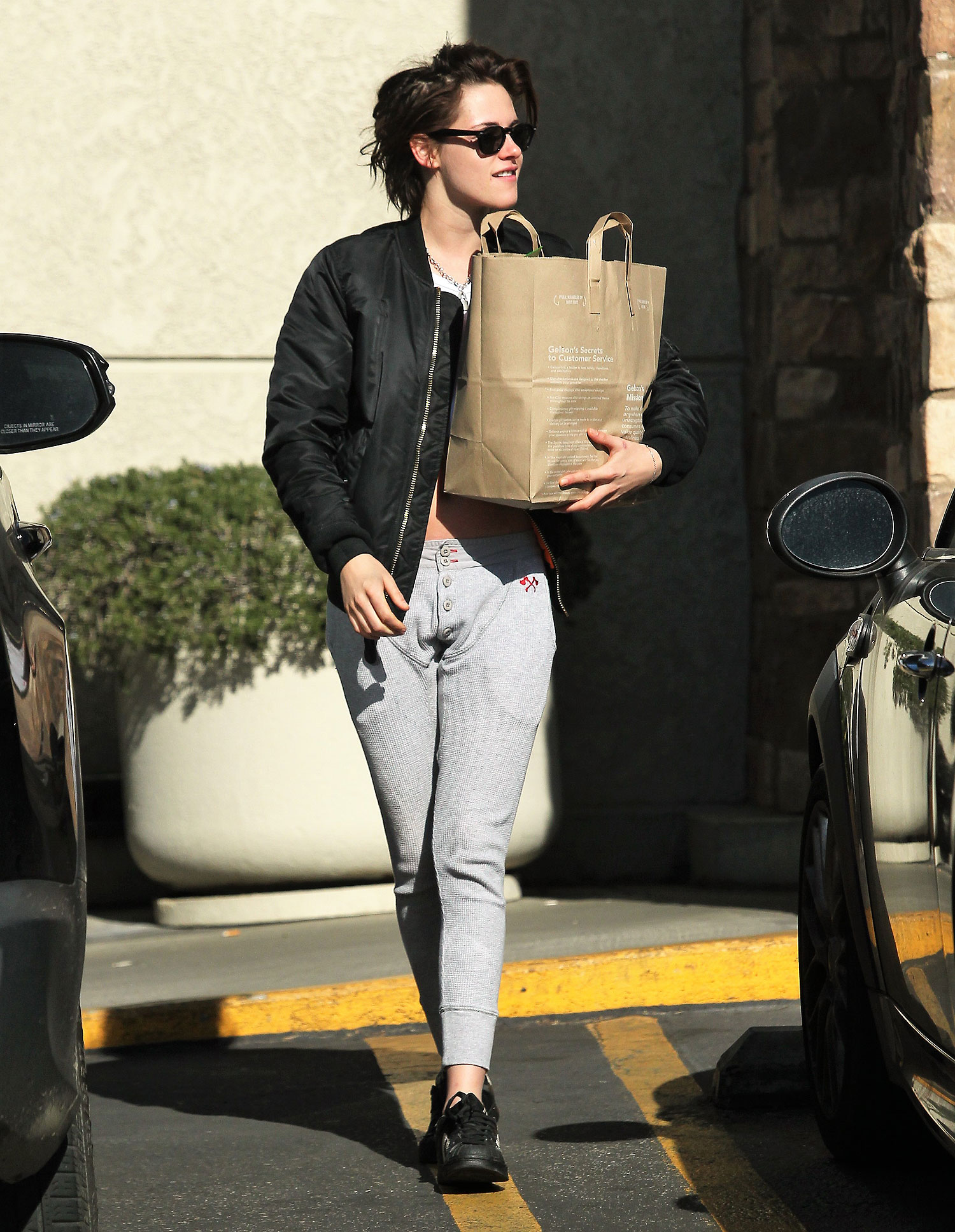 EXCLUSIVE: Kristen Stewart reveals her abs in a half shirt while shopping at Gelsons in Los Feliz .