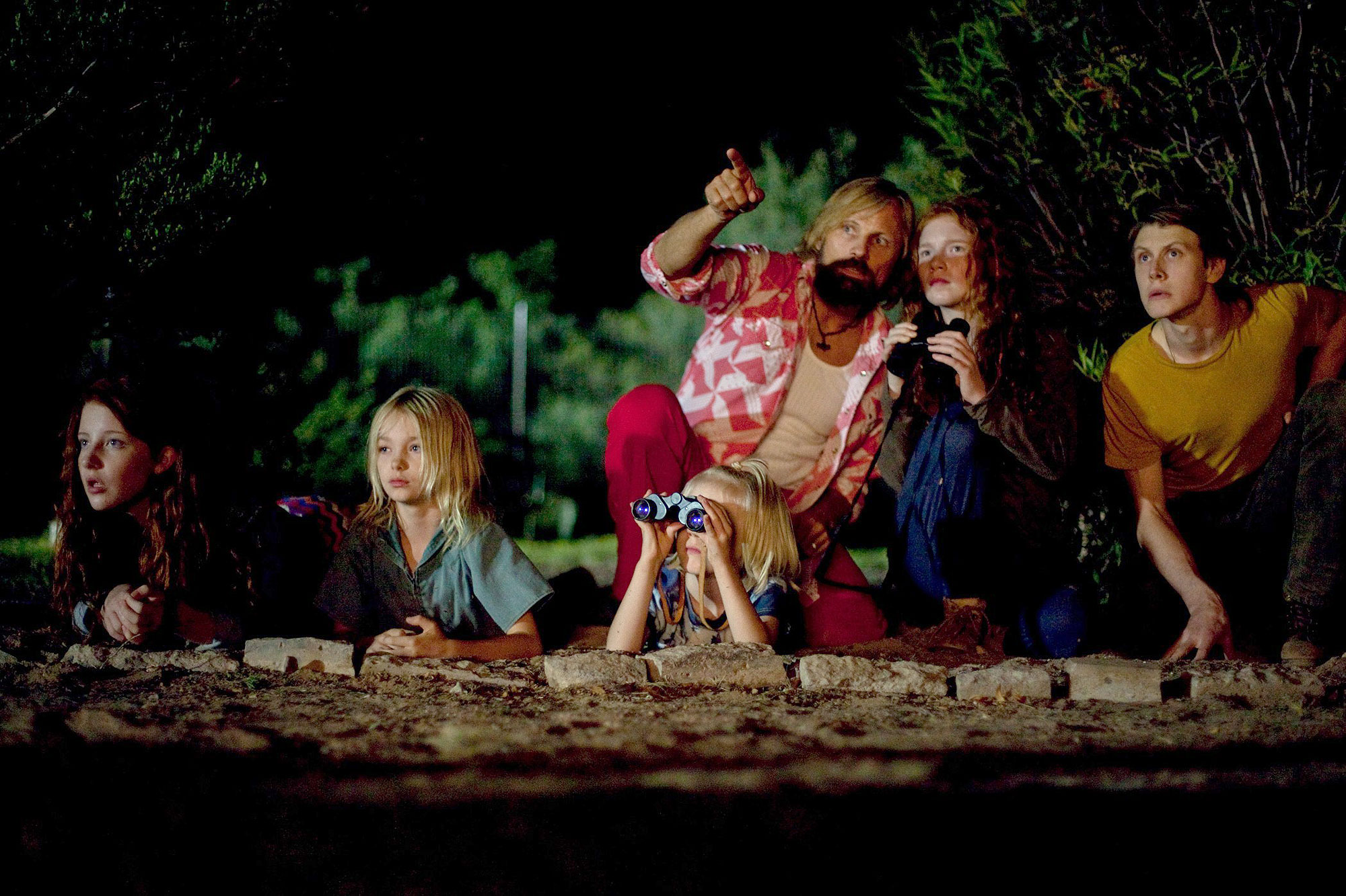 CAPTAIN FANTASTIC, from left: Samantha Isler, Shree Crooks, Viggo Mortensen, Charlie Shotwell,