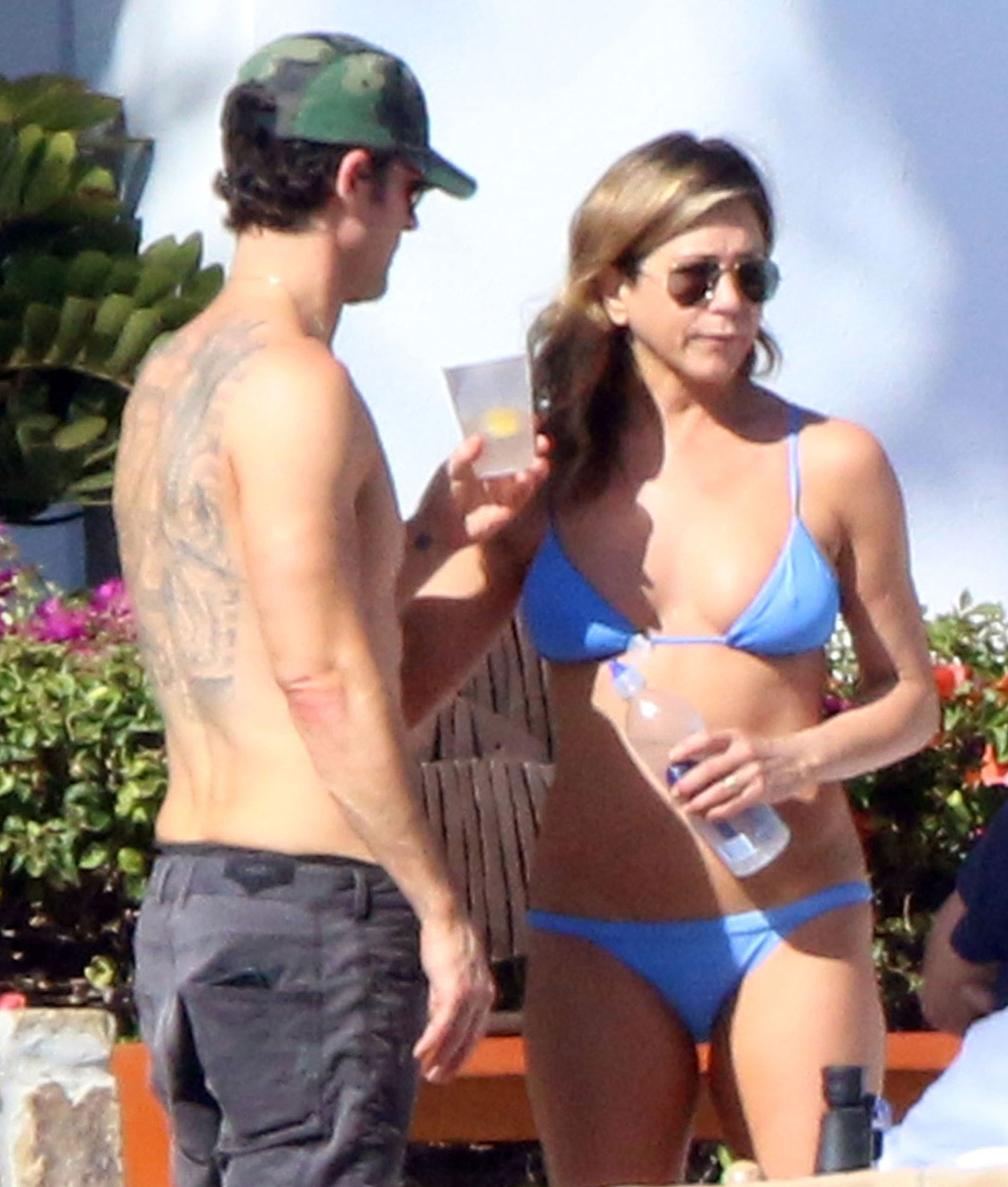 Exclusive... Premium: Jennifer Aniston Celebrates Birthday With Friends At Los Cabos Resort **NO USE W/O PRIOR AGREEMENT - CALL FOR PRICING**