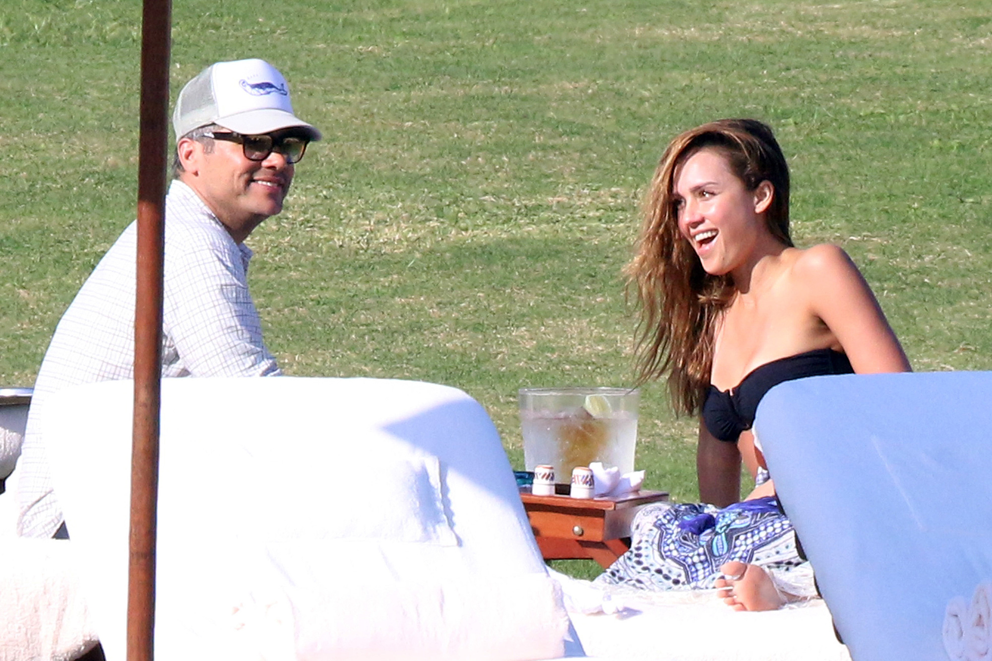 Exclusive... Premium: Jessica Alba & Cash Warren Lounging In Los Cabos ***NO USE W/O PRIOR AGREEMENT - CALL FOR PRICING***