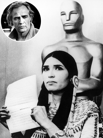 MARLON BRANDO SENDS SACHEEN LITTLEFEATHER TO ACCEPT HIS AWARD