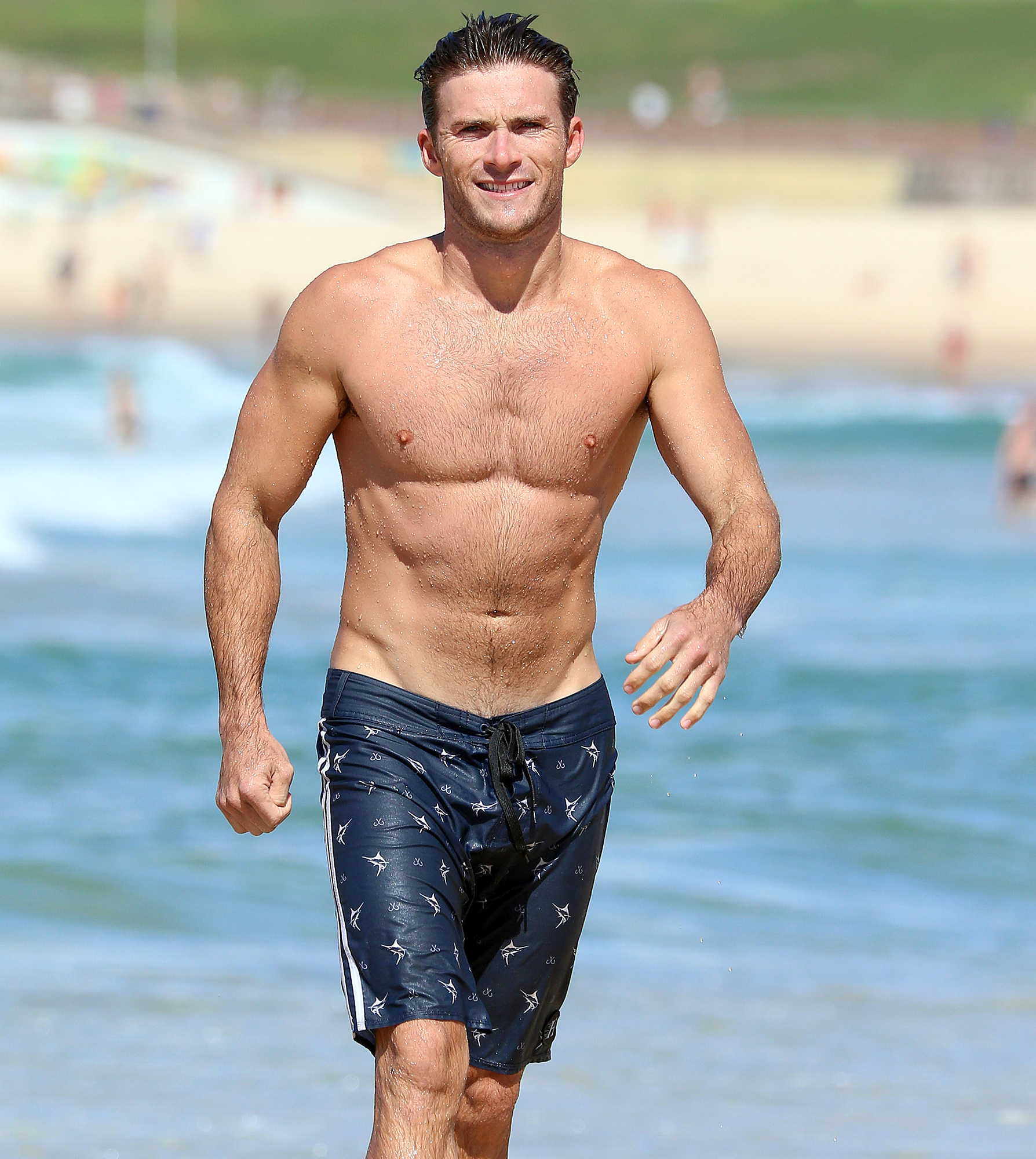 EXCLUSIVE: Scott Eastwood shows off his muscles at Bondi Beach