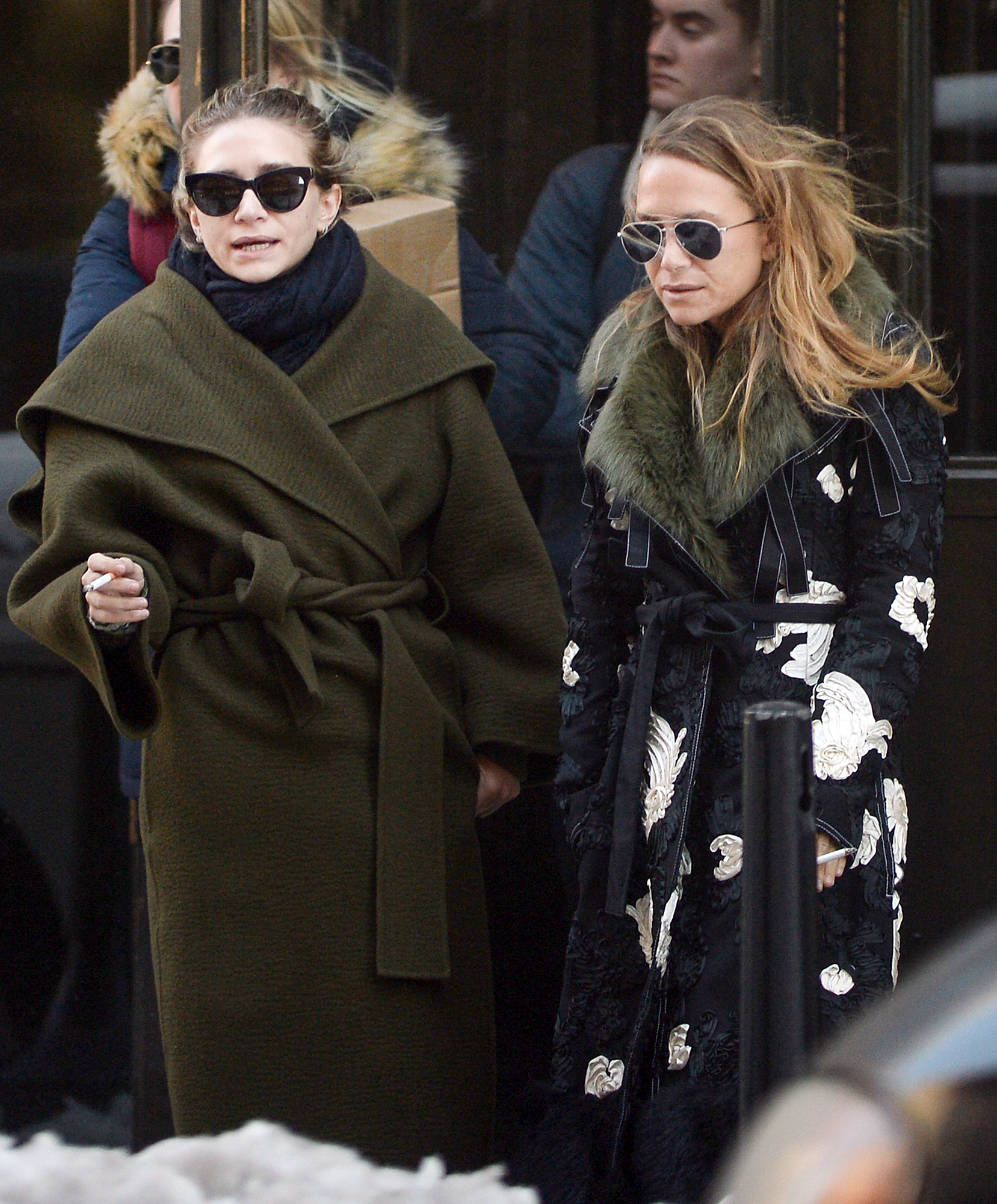 EXCLUSIVE: Mary-Kate Olsen and her Sister Ashley take a break to smoke a Cigarrette in the City