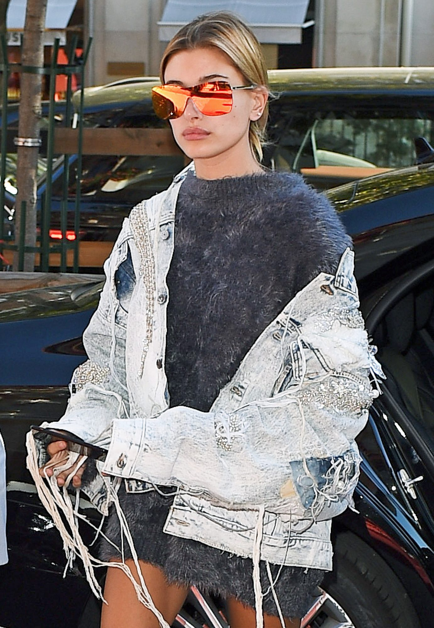 Hailey Baldwin is seen arriving at the George IV hotel in Paris