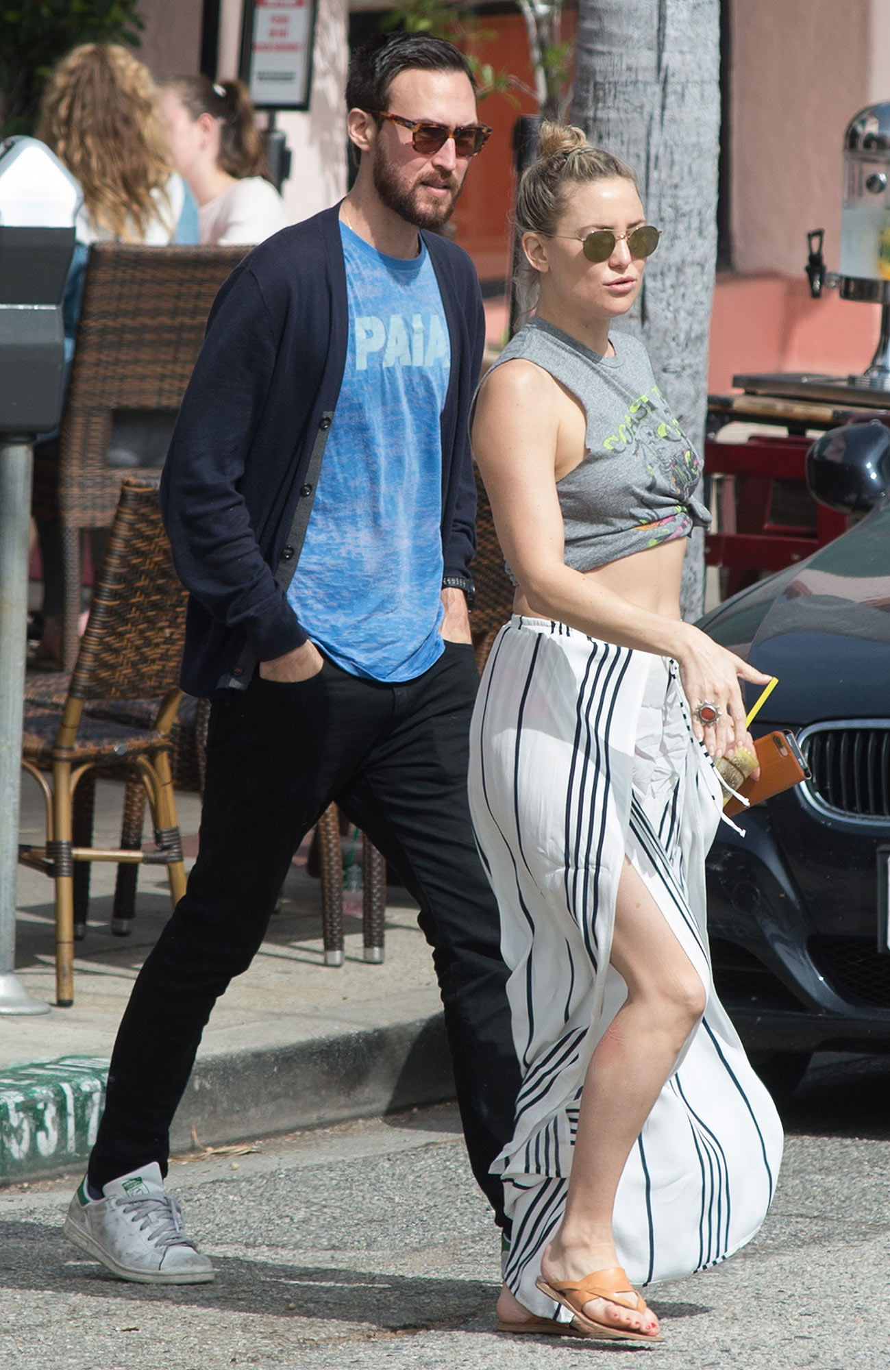 Kate Hudson Is Spotted Packing on the PDA with Mystery Guy