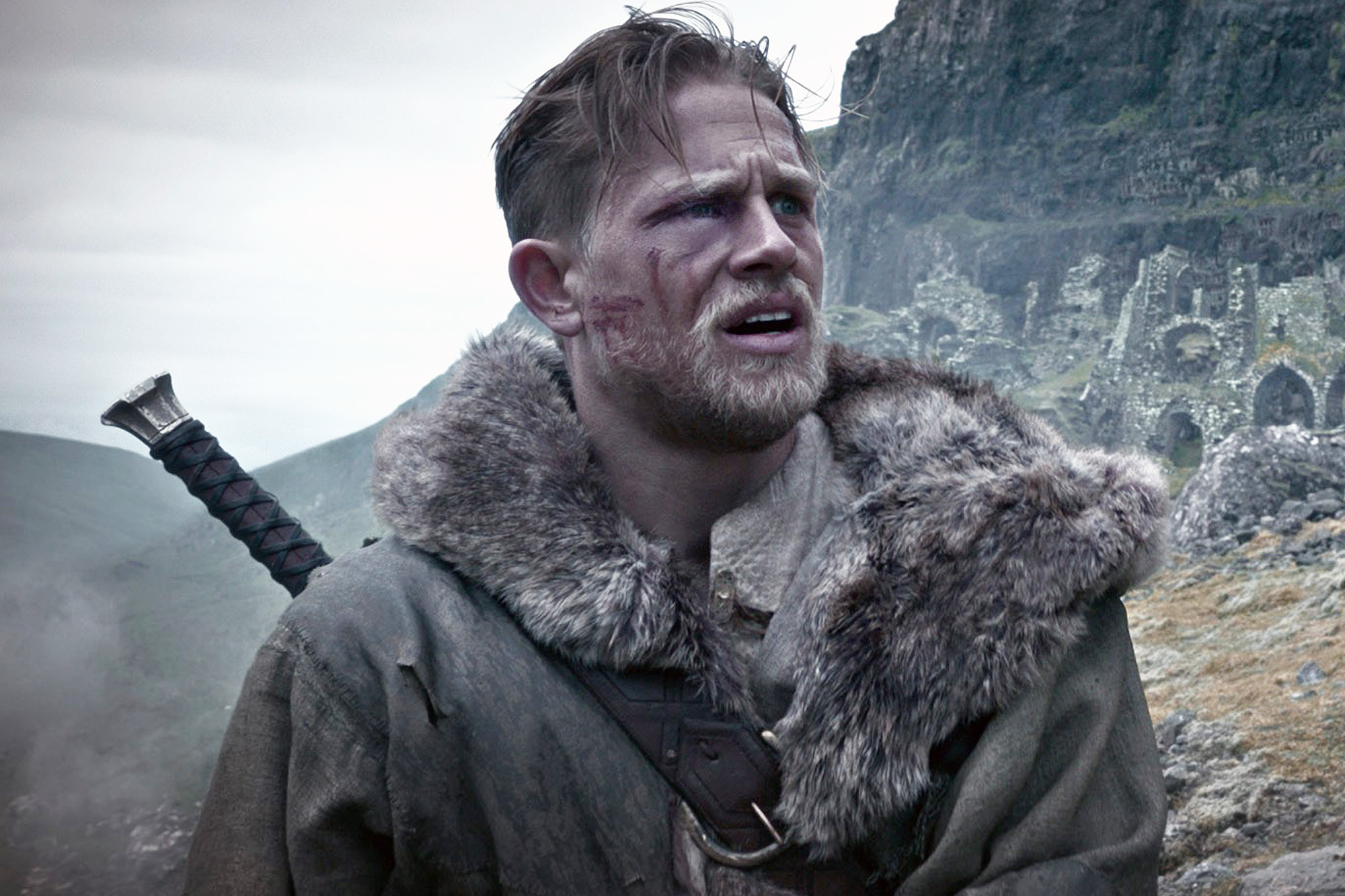 KING ARTHUR: LEGEND OF THE SWORD, Charlie Hunnam, 2017. ©Warner Bros. Pictures/courtesy Everett