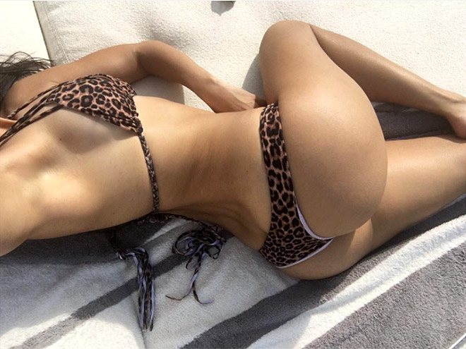 3. THE BOOTY SELFIE