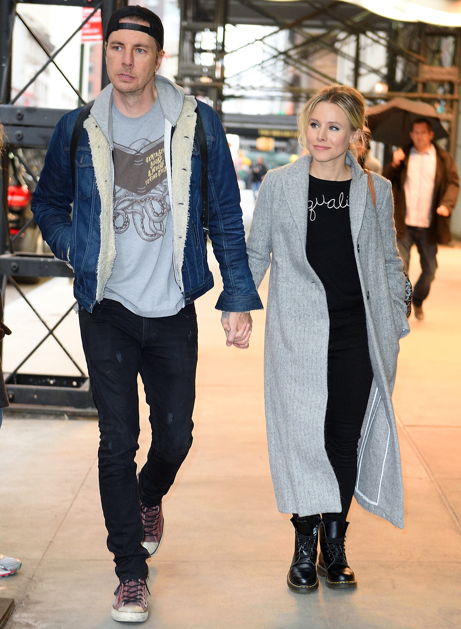 Dax Shepard and Kristen Bell check out of their hotel in NYC.