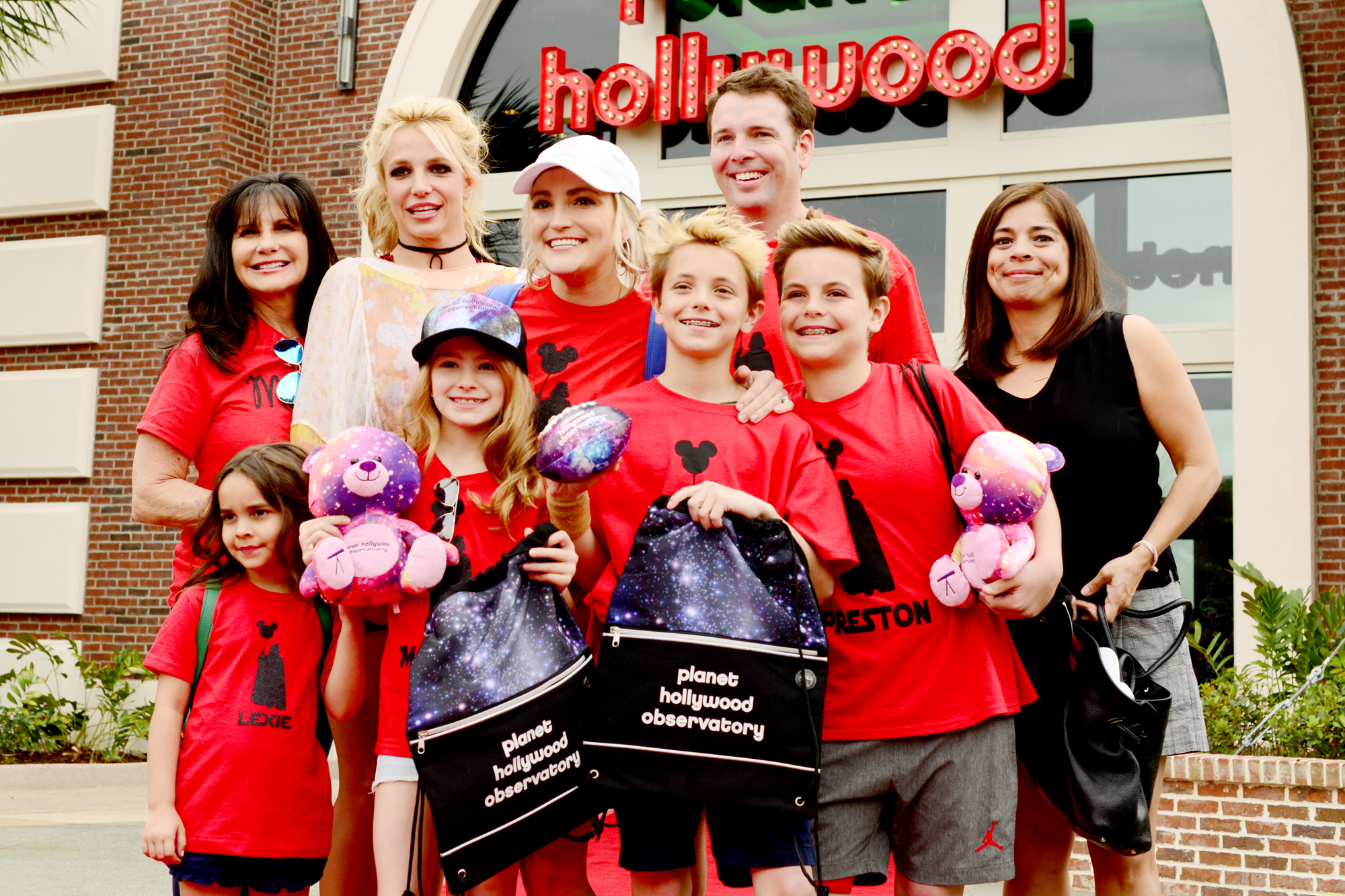 F:PHOTOMediaFactory ActionsRequests DropBox47325#PlanetHollywoodPHO_Britney_front-4.jpg