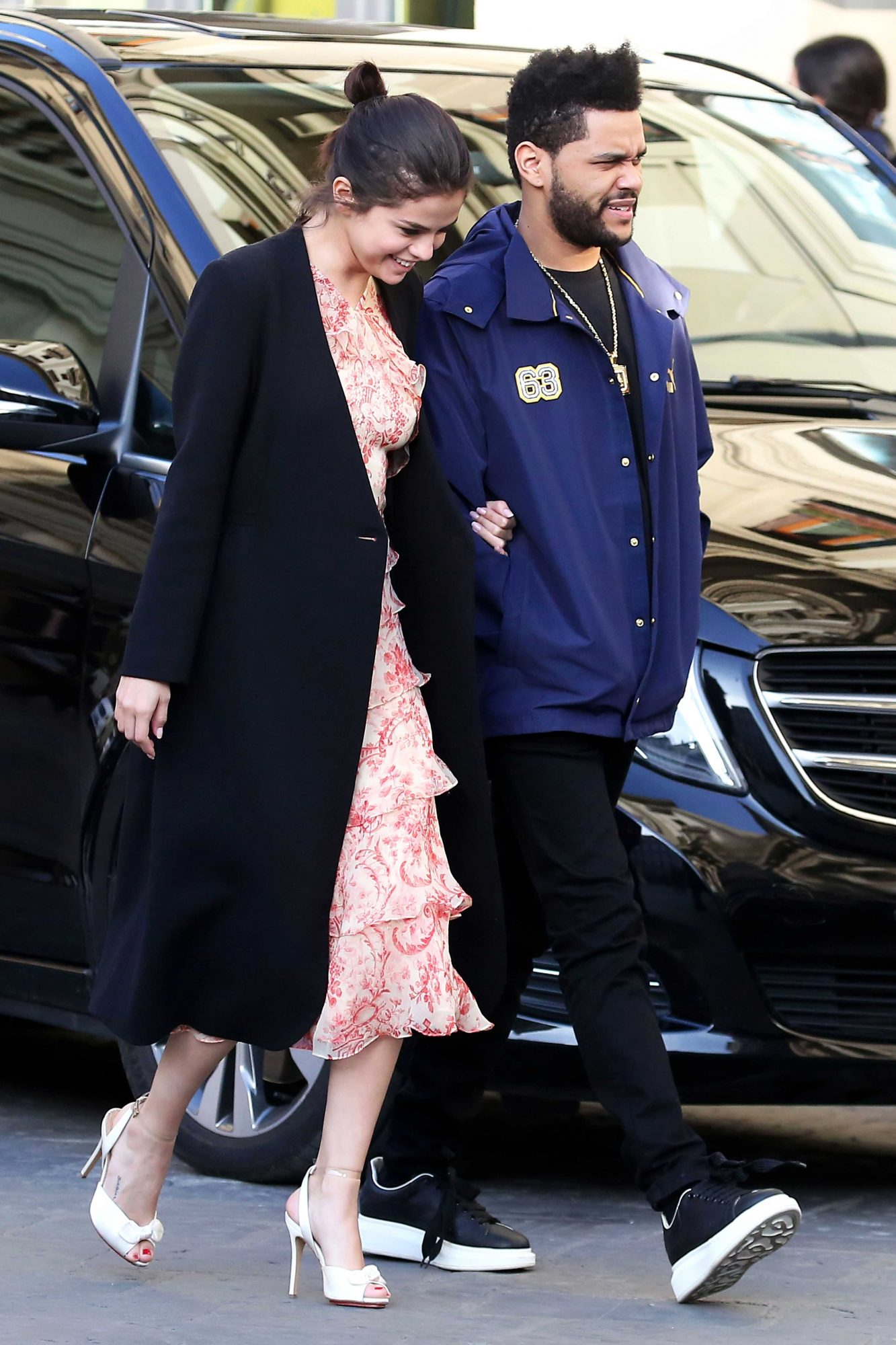 AG_165633 - ** RESTRICTIONS: NO WEB - ONLY UNITED STATES, CANADA ** Florence, ITALY - *PREMIUM-EXCLUSIVE* - **NO WEB UNTIL 1:00PM PST 1/28/17** *PREMIUM EXCLUSIVE* Florence, Italy - Hot new couple Selena Gomez and The Weeknd cuddle up as they take a tour in the Accademia Gallery Museum to look at the historic art on display. The hot new couple were seen looking in awe of Michelangelo's famous David Statue in the flesh. Selena held on tight to The Weeknd's arm through out the visit and appear to be in the honey moon stage of their relationship.