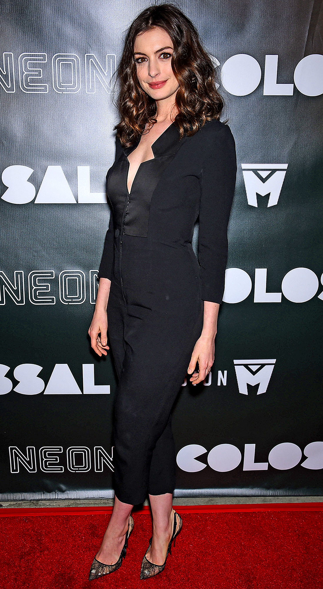 Anne Hathaway arrives on the Red carpet at Neon's 'Colossal' Los Angeles film premiere