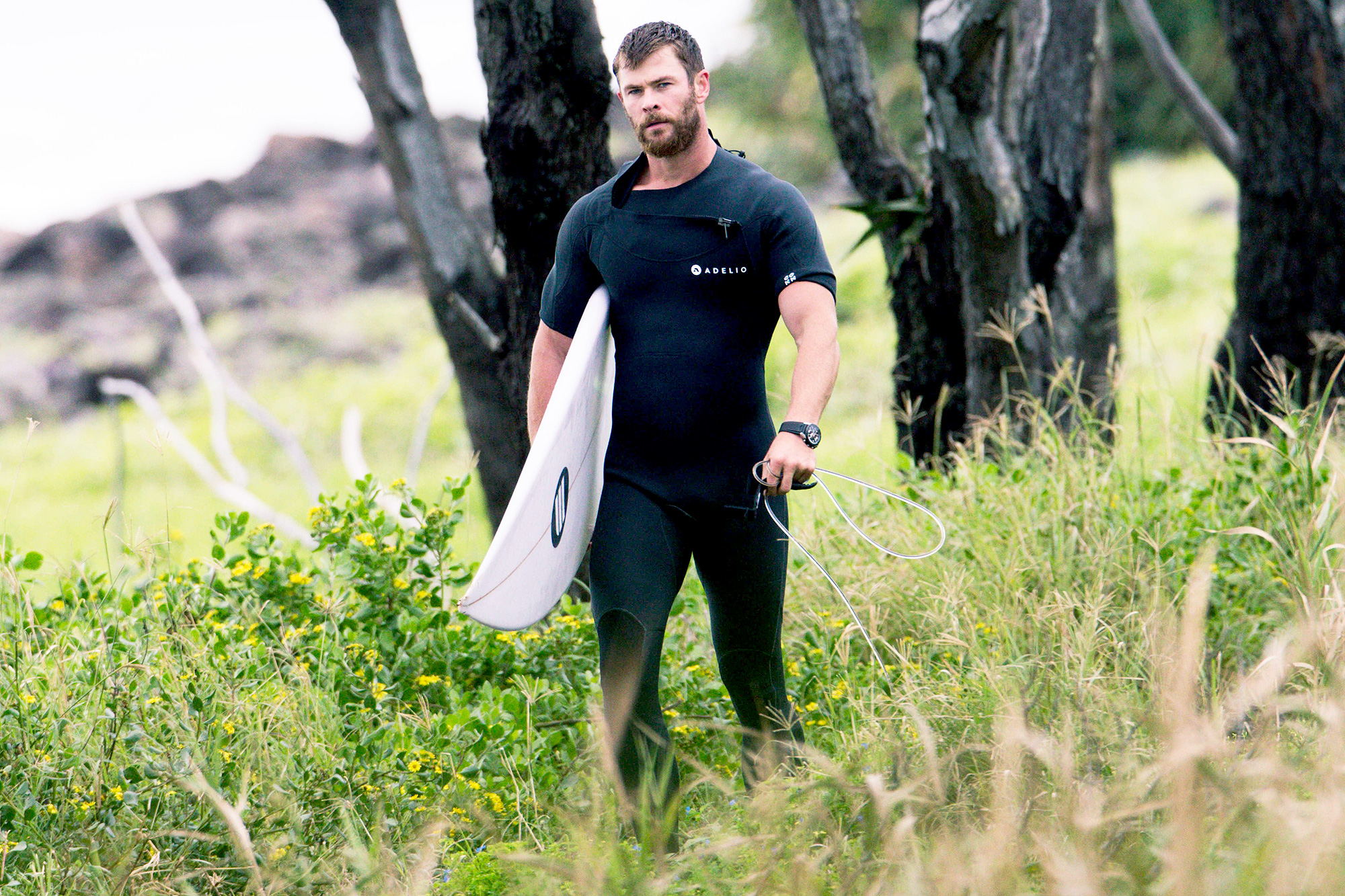 EXCLUSIVE: *NO MAIL ONLINE* Chris Hemsworth stops for a selfie with a fellow surfer in Byron Bay