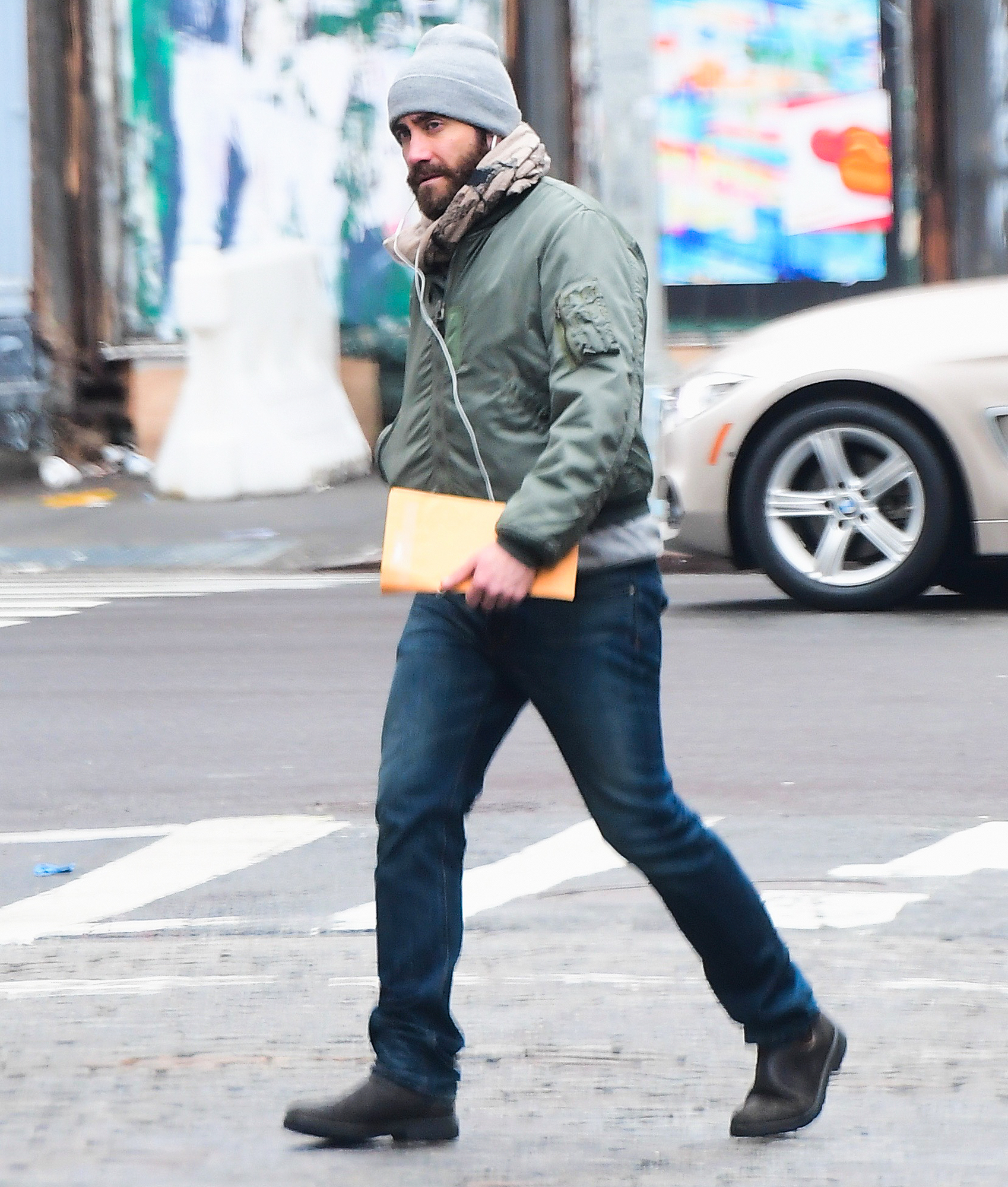 EXCLUSIVE: Jake Gyllenhaal Listens To Music while Strolling in NYC
