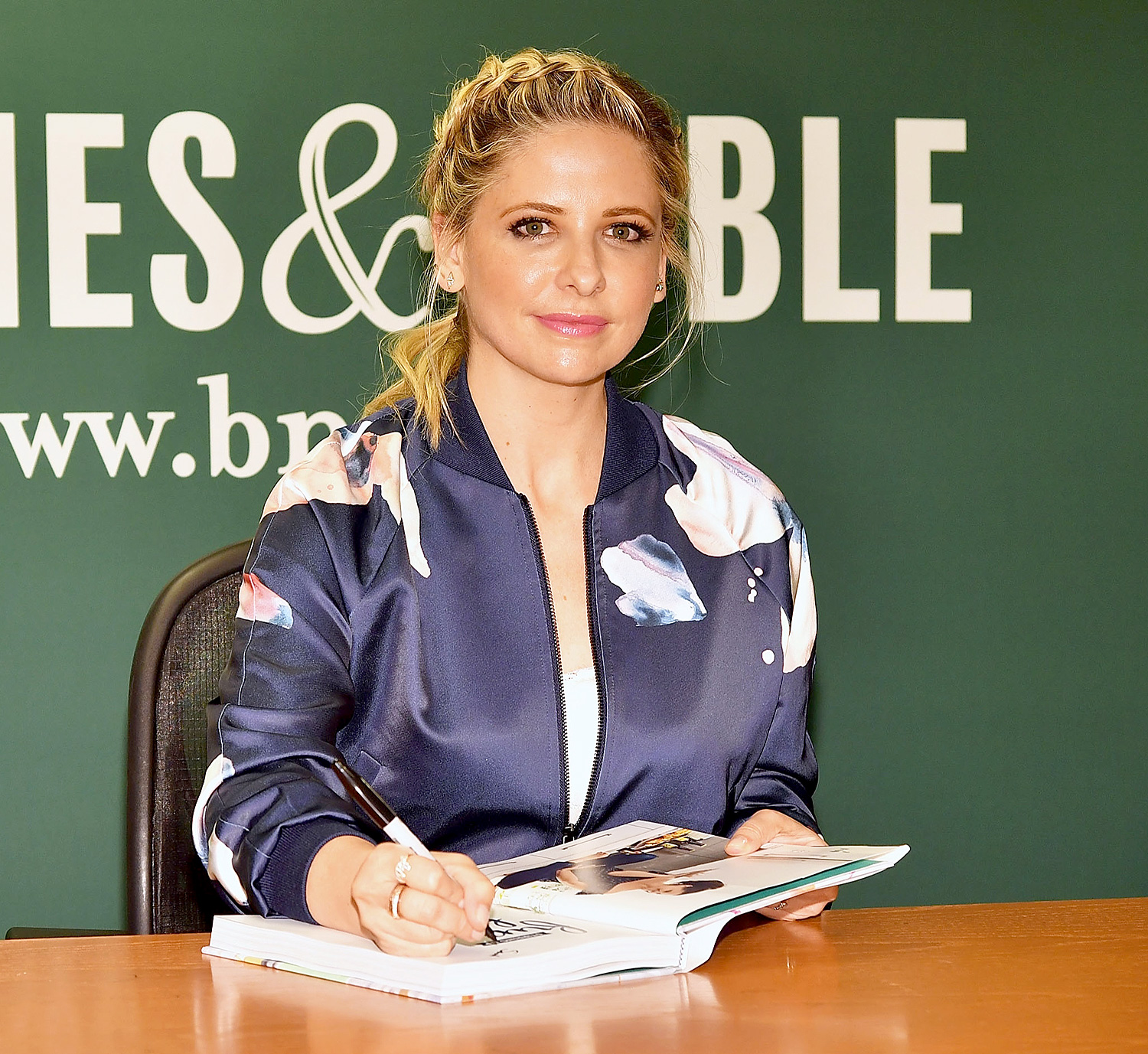 """Sarah Michelle Geller Signs Copies Of Her New Book """"Stirring Up Fun With Food"""""""