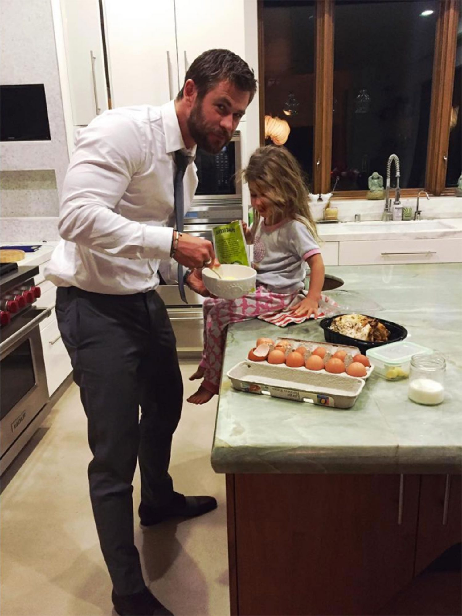 chris-hemsworth-cooking-with-kids