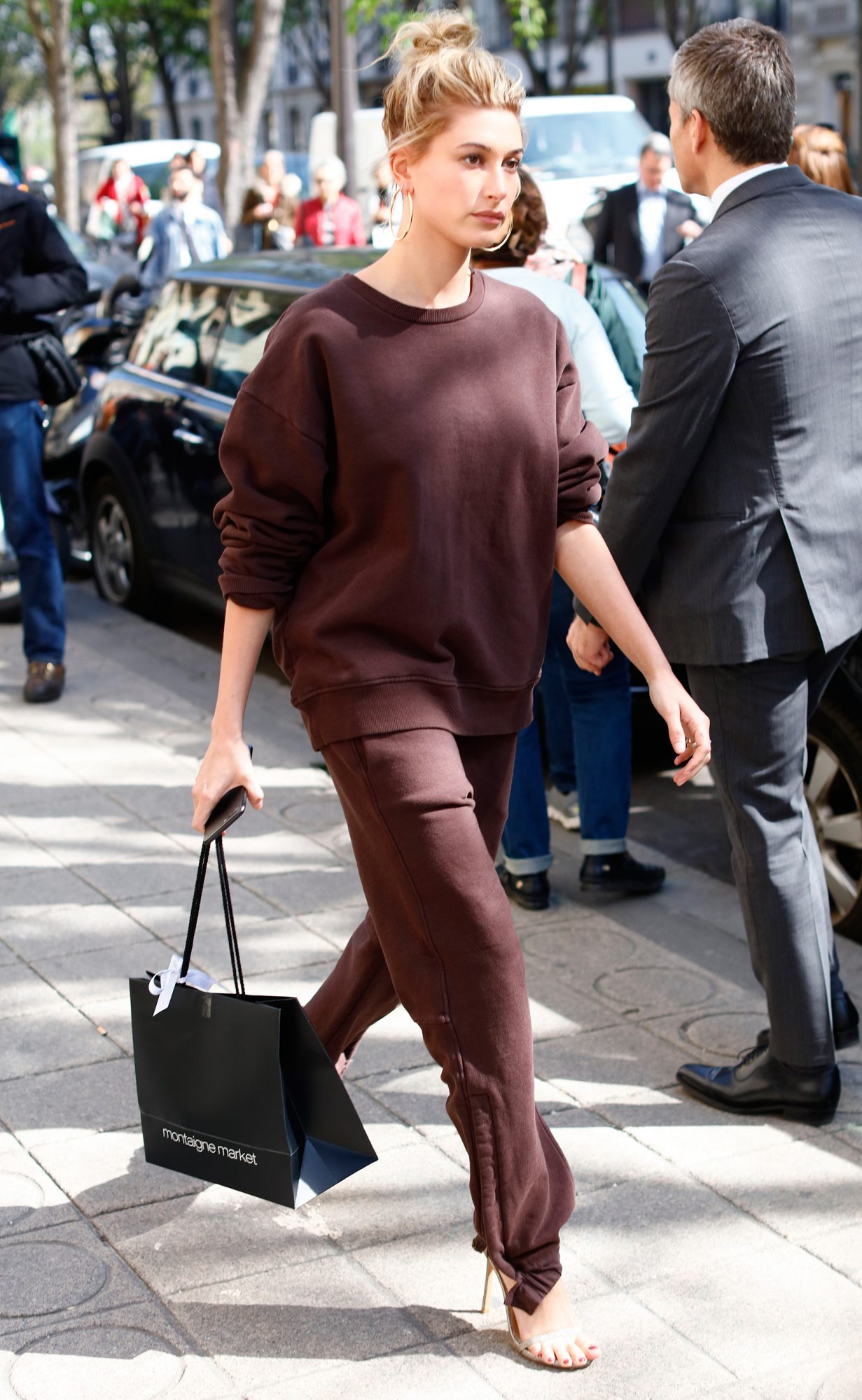 Hailey Baldwin seen leaving her hotel for to do some shopping in Paris