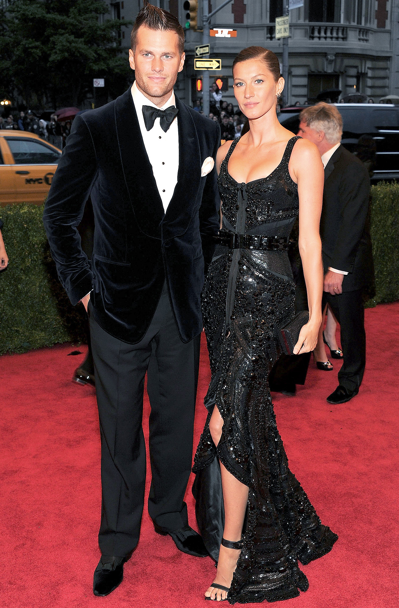 """NEW YORK, NY - MAY 07: NFL player Tom Brady and model Gisele Bundchen attend the """"Schiaparelli And Prada: Impossible Conversations"""" Costume Institute Gala at the Metropolitan Museum of Art on May 7, 2012 in New York City. (Photo by Larry Busacca/Getty Images)"""