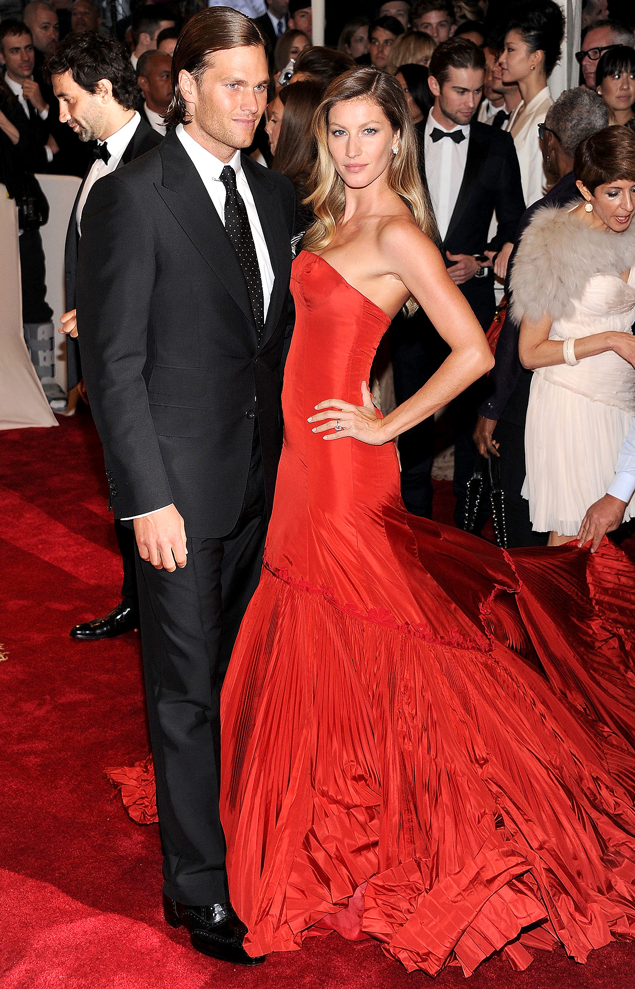 """NFL Player Tom Brady and model Gisele Bundchen attends the """"Alexander McQueen: Savage Beauty"""" Costume Institute Gala at The Metropolitan Museum of Art on May 2, 2011 in New York City. (Photo by Dimitrios Kambouris/FilmMagic)"""