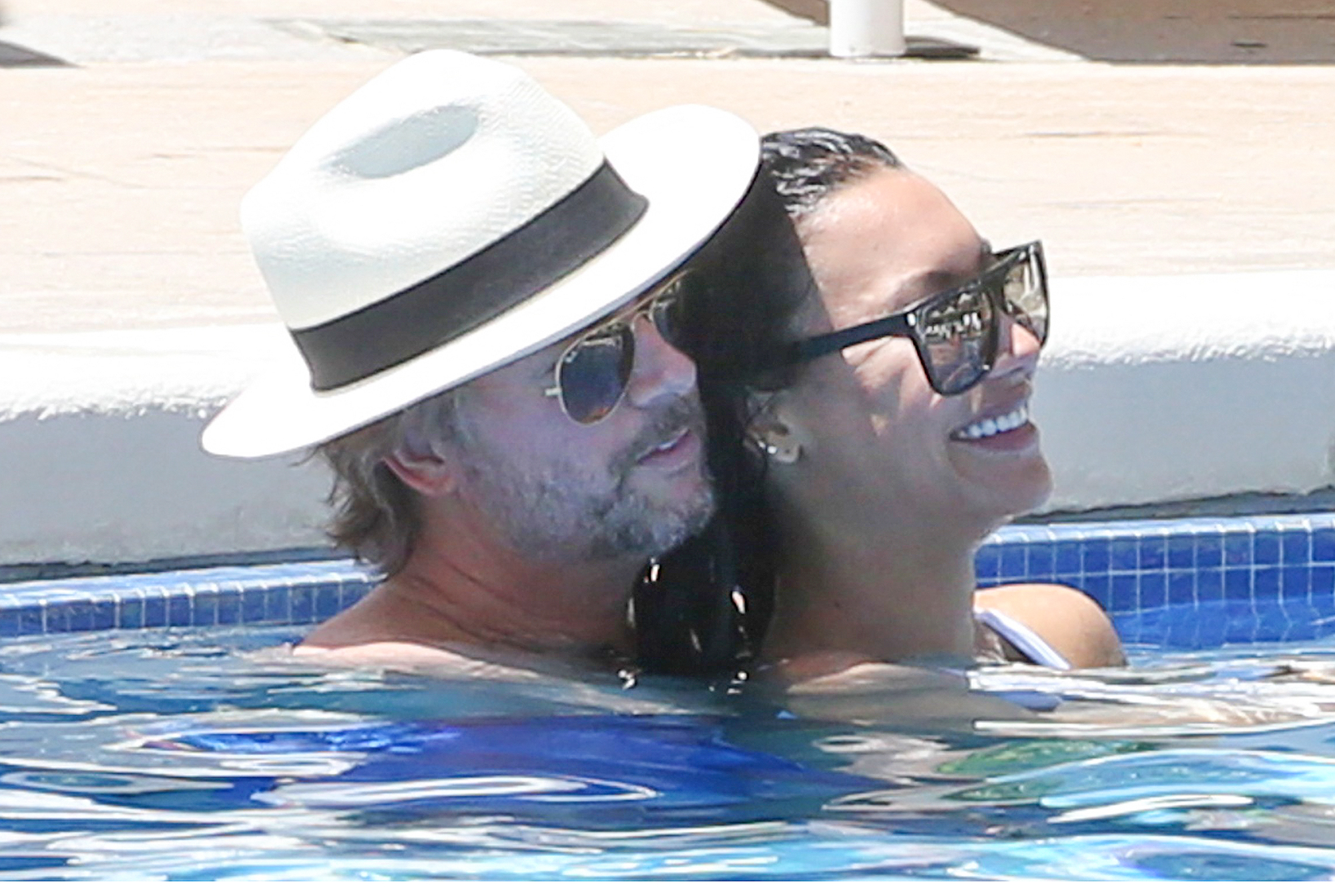 *PREMIUM-EXCLUSIVE* **NO WEB** David Spade and Naya Rivera get close while enjoying their hotel pool