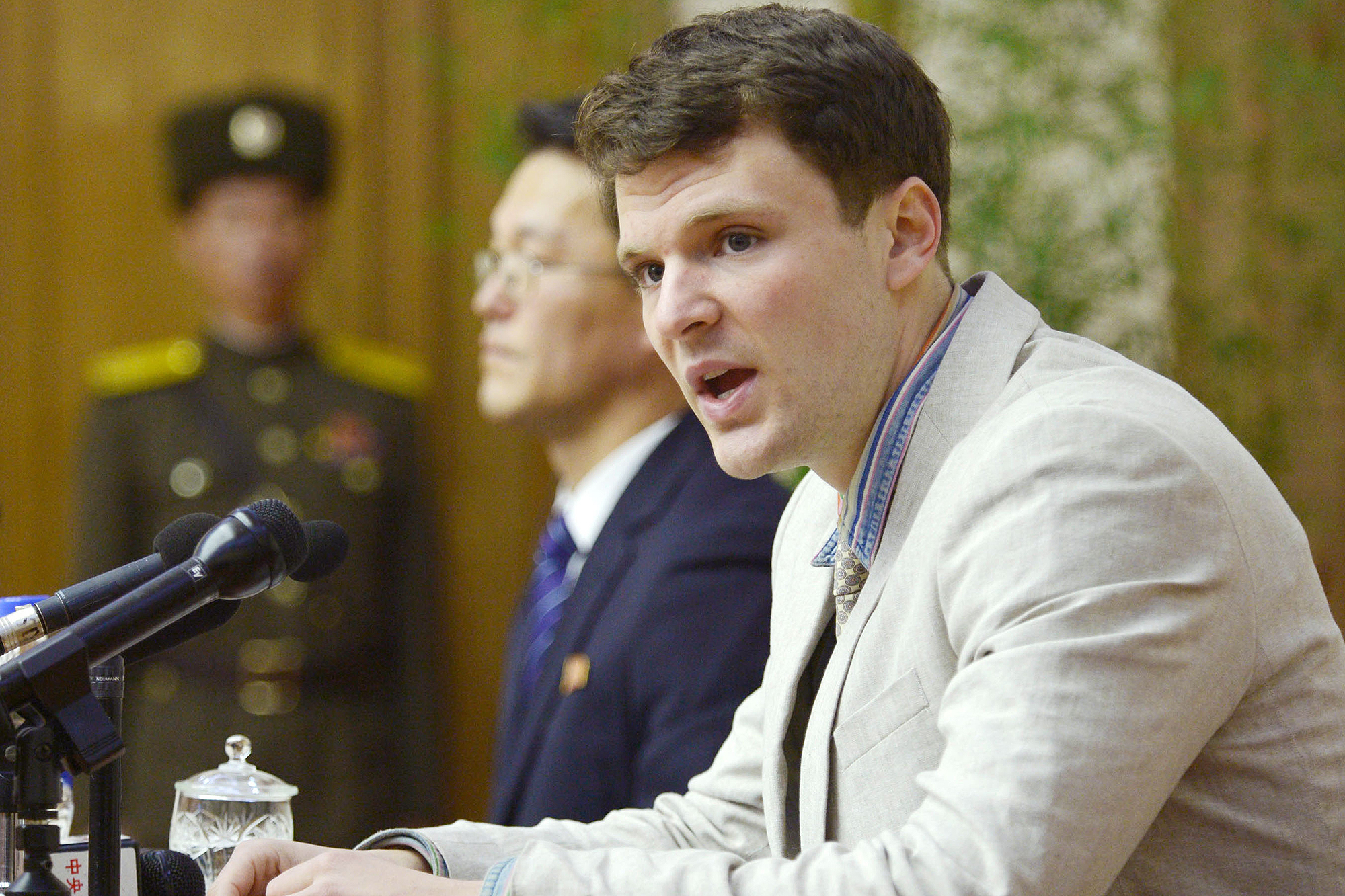 Detained U.S. student apologizes at press conference
