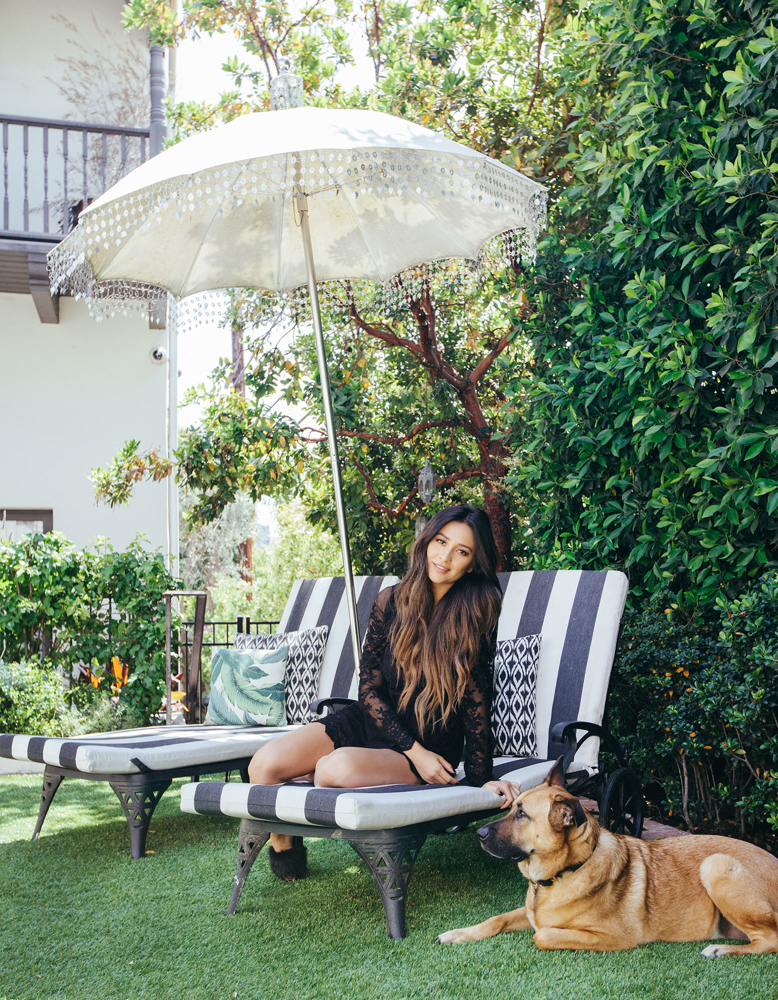 shay-mitchell-lifestyle-chaise