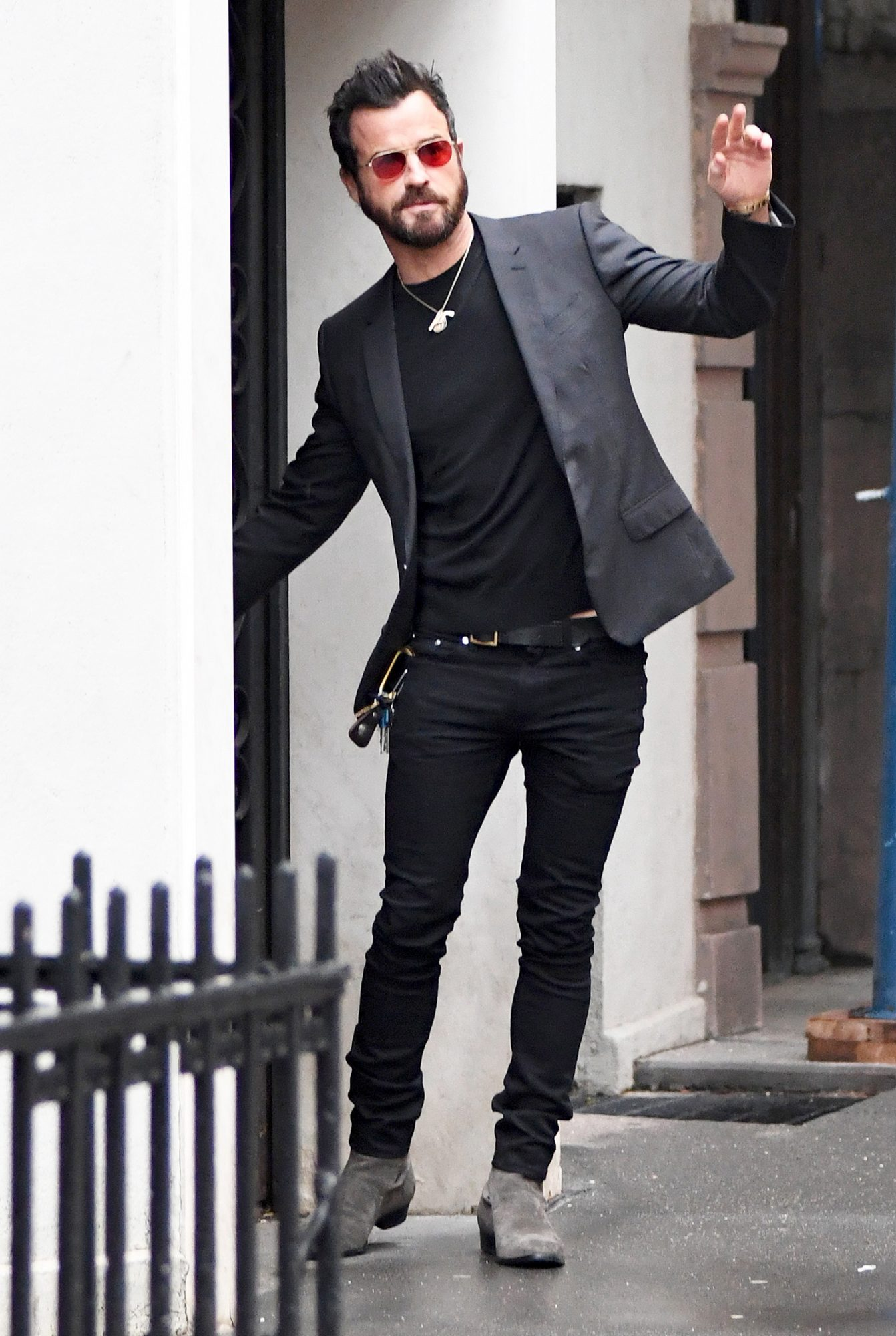 EXCLUSIVE: Justin Theroux Spotted leaving his Apartment and heading to Good Morning America