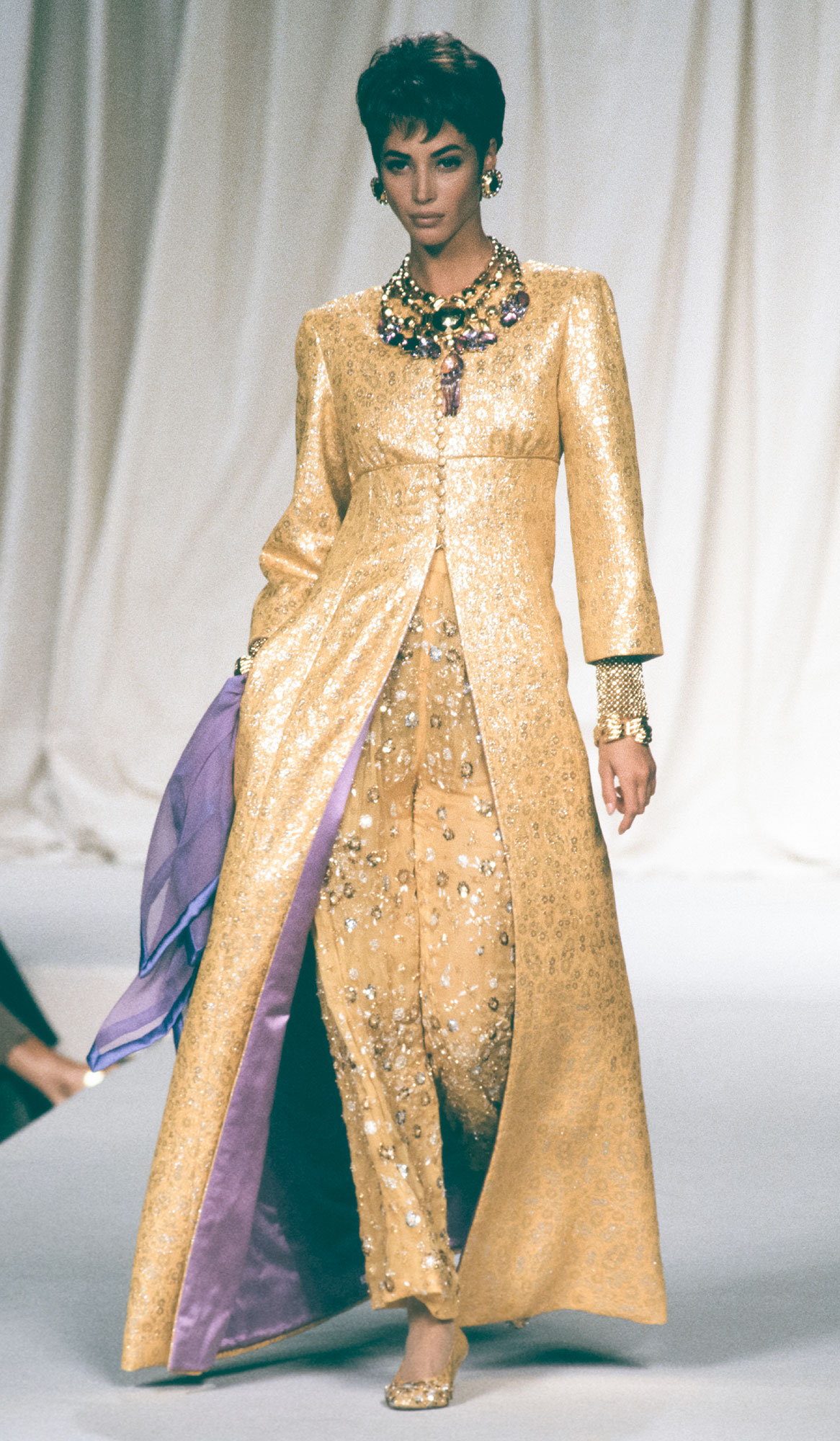 Valentino - Runway - Haute Couture Fall/Winter 1991-1992