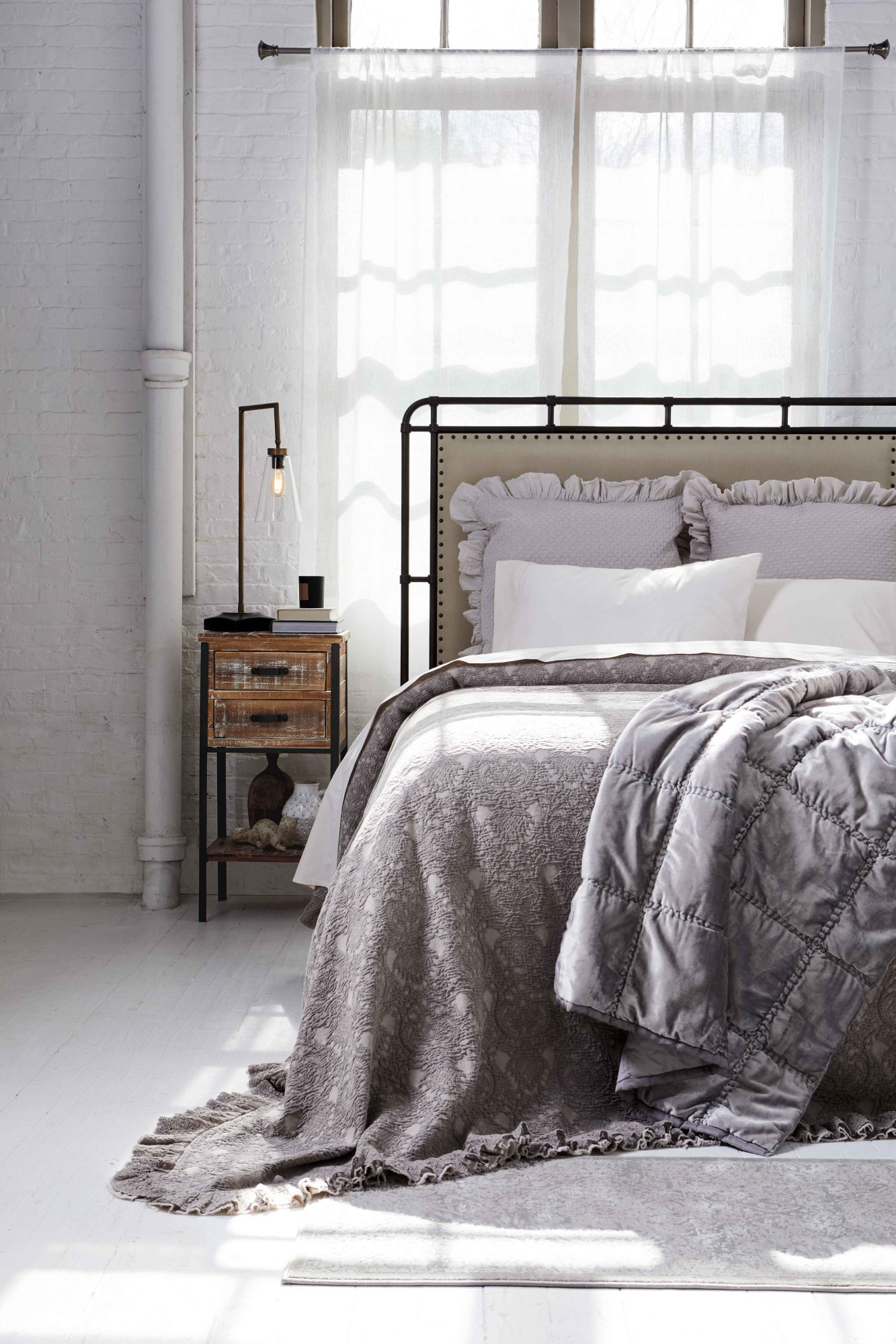 Homesense C1_38335_BEDROOM_1137