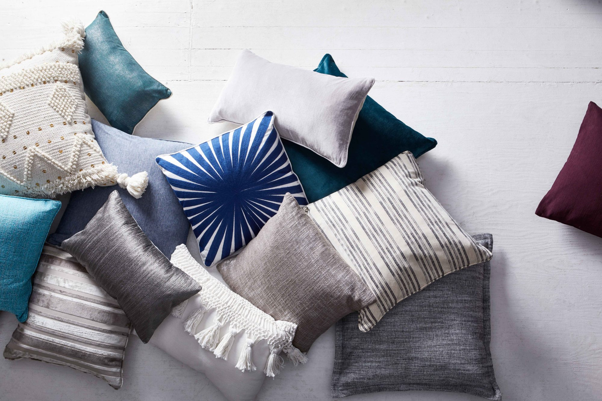 Homesense C1_38335_PILLOWS_1599