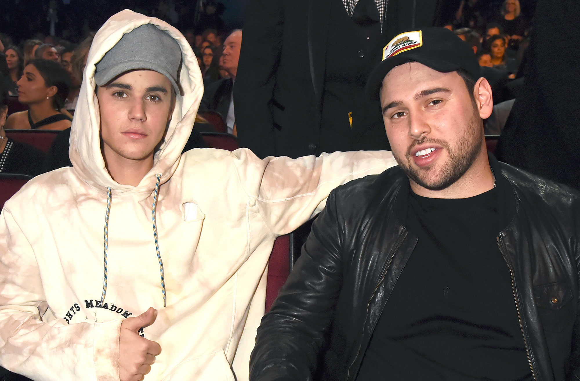 2015 American Music Awards - Backstage And Audience