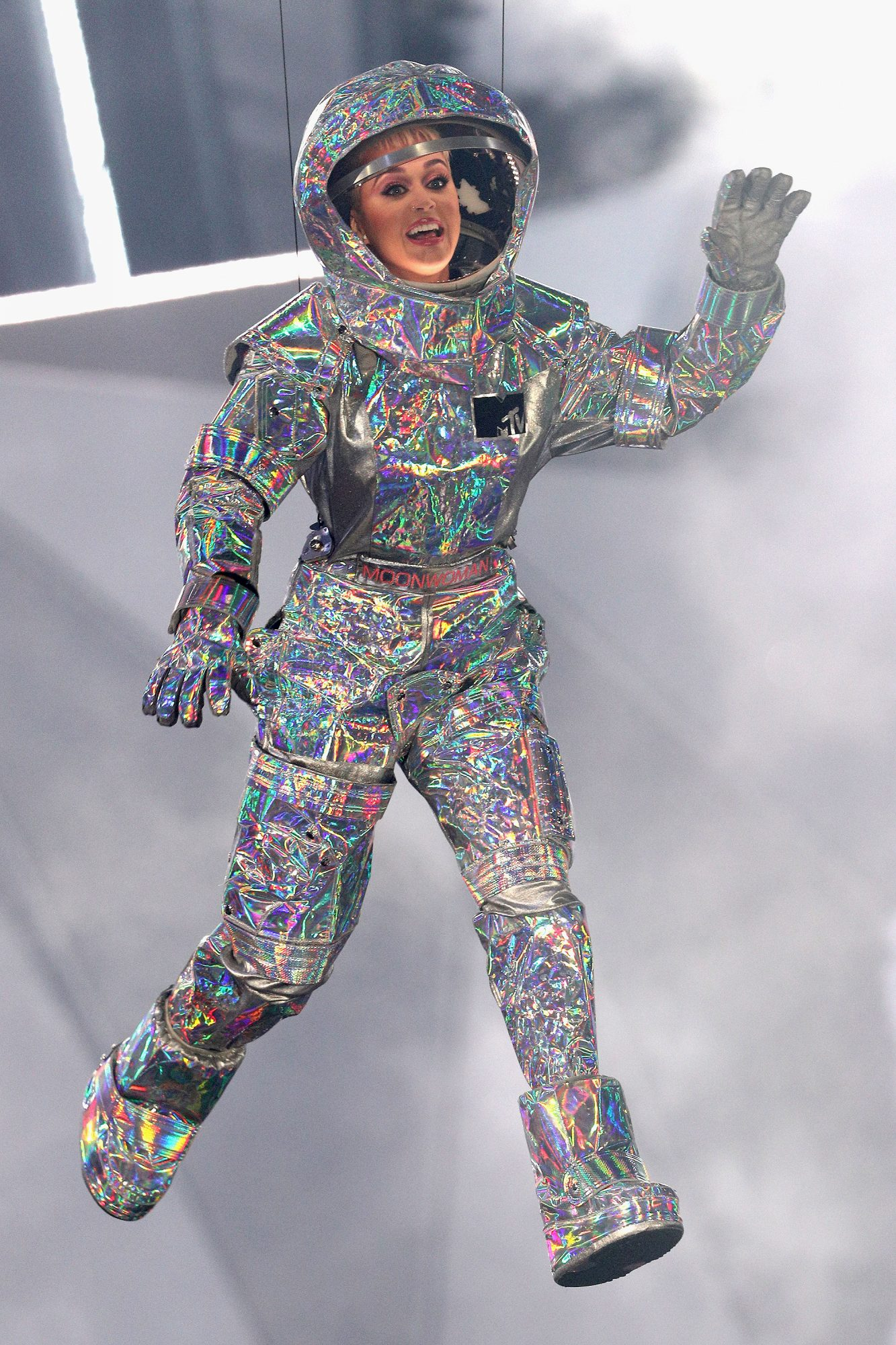 katy-perry-spacesuit-vmas
