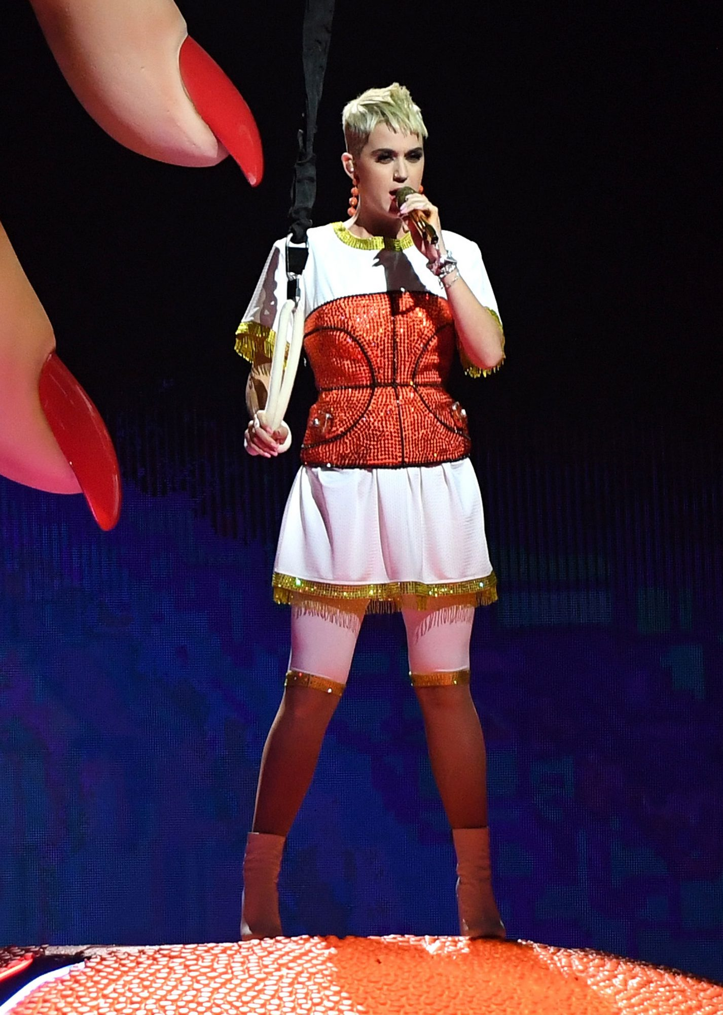 katy-perry-vma-outfits-11