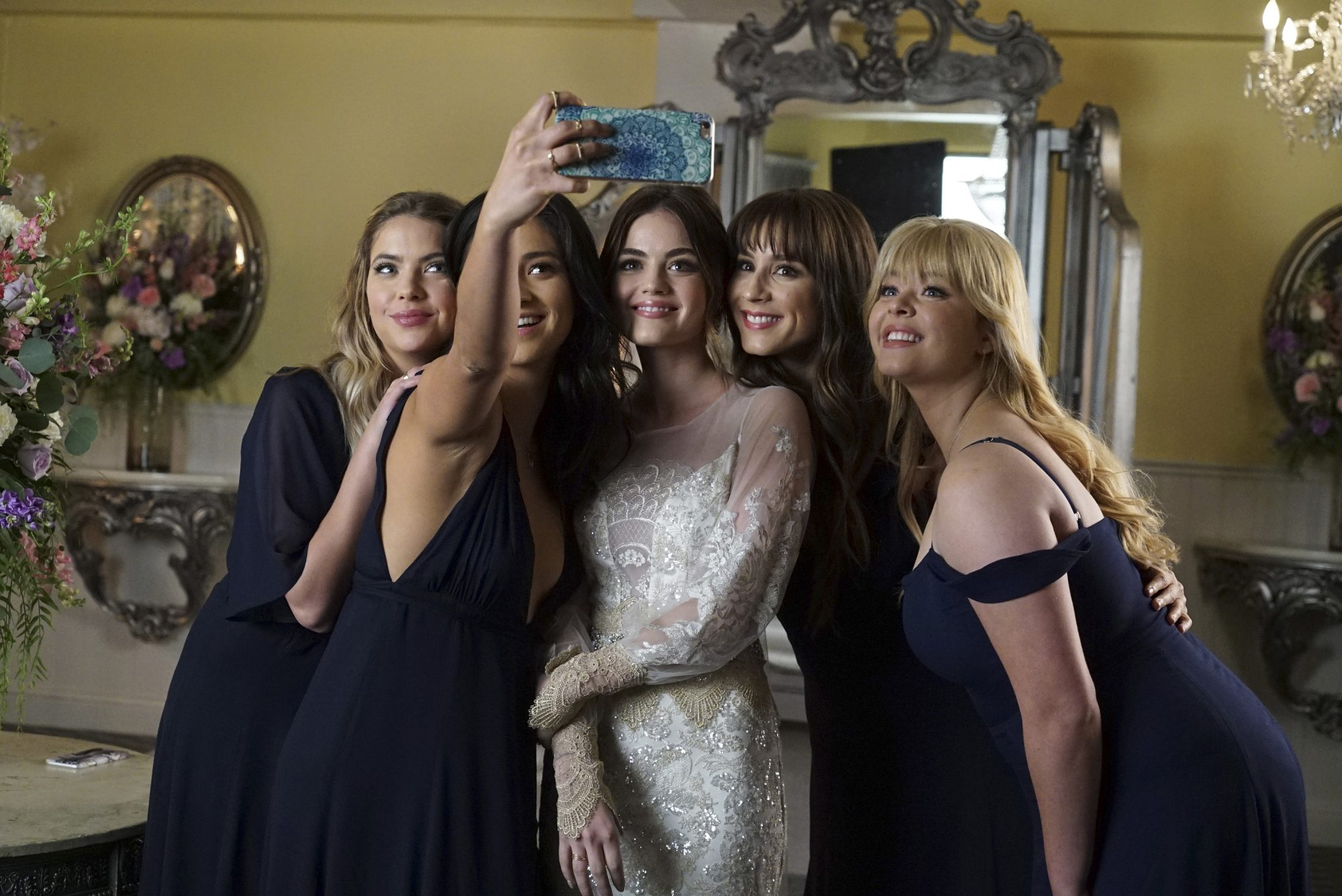 Pretty Little Liars Finale See Aria S Wedding Dress People Com