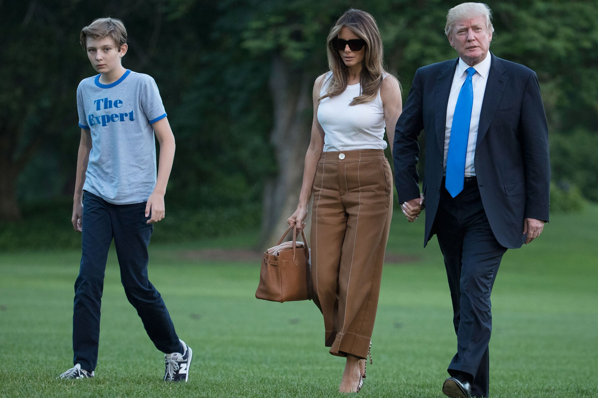 The Serious Side - part 8 - Page 14 Image?url=https%3A%2F%2Fstatic.onecms.io%2Fwp-content%2Fuploads%2Fsites%2F20%2F2017%2F09%2Fbarron-melania-trump-2000
