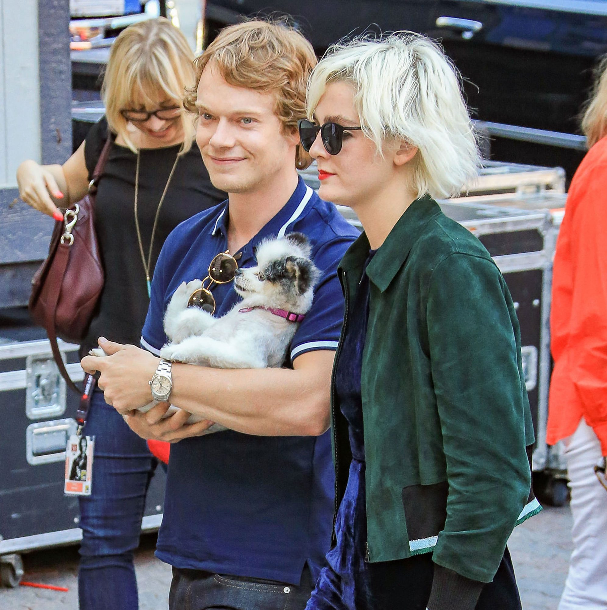 celebs-carrying-dogs-1
