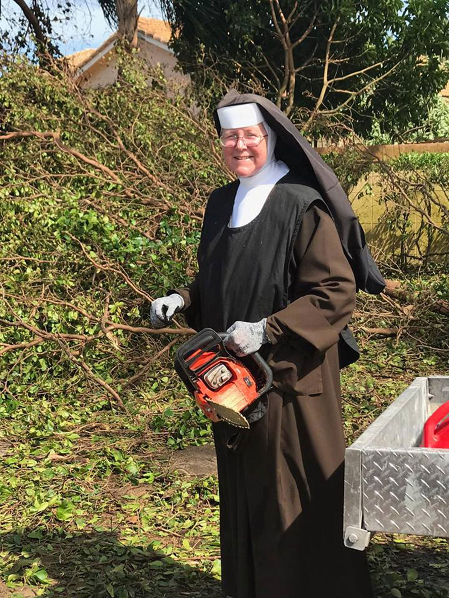 chainsaw-nun